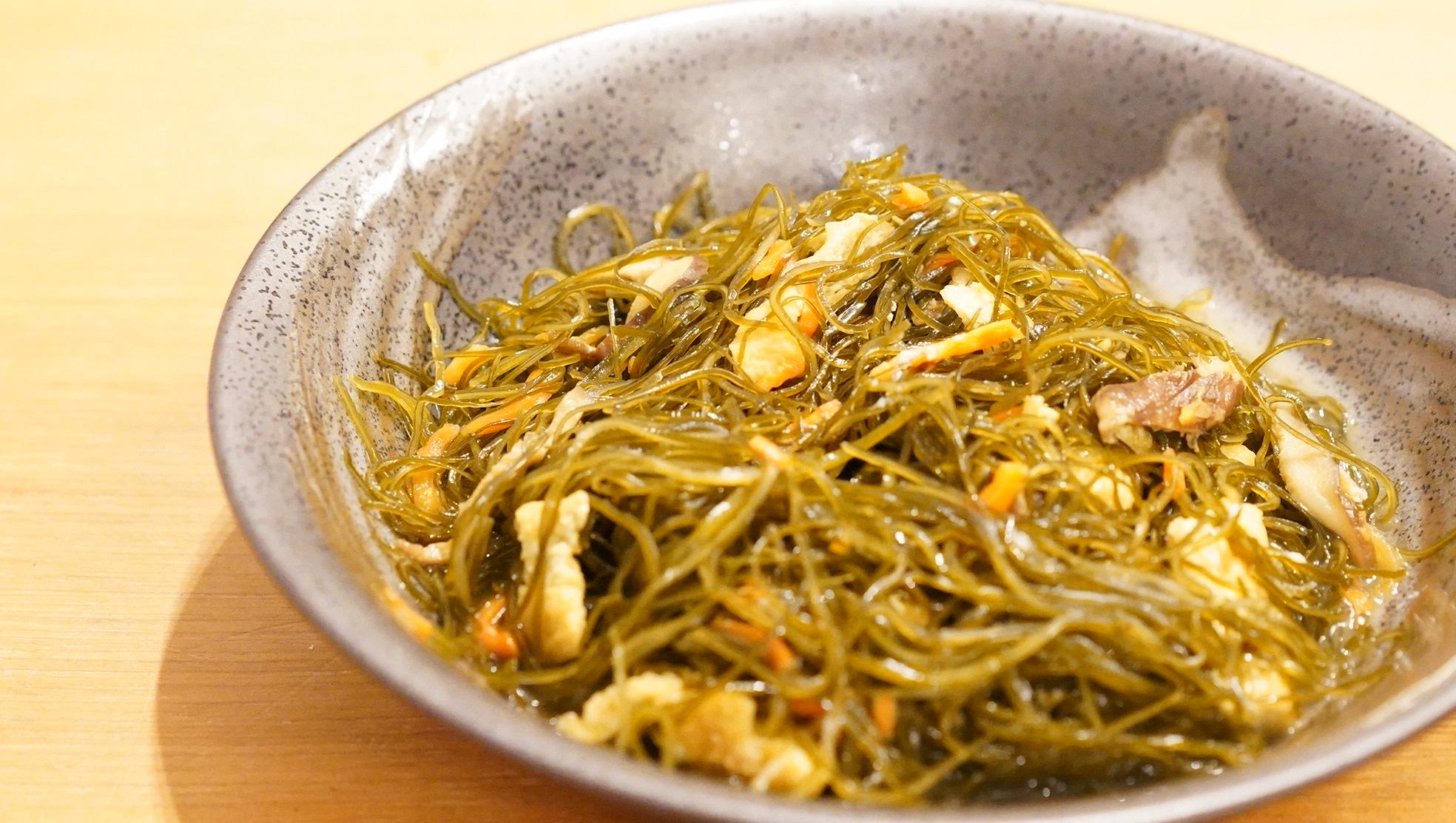 無印良品のおすすめ冷凍食品「京揚げ入り茶切り昆布煮」の写真