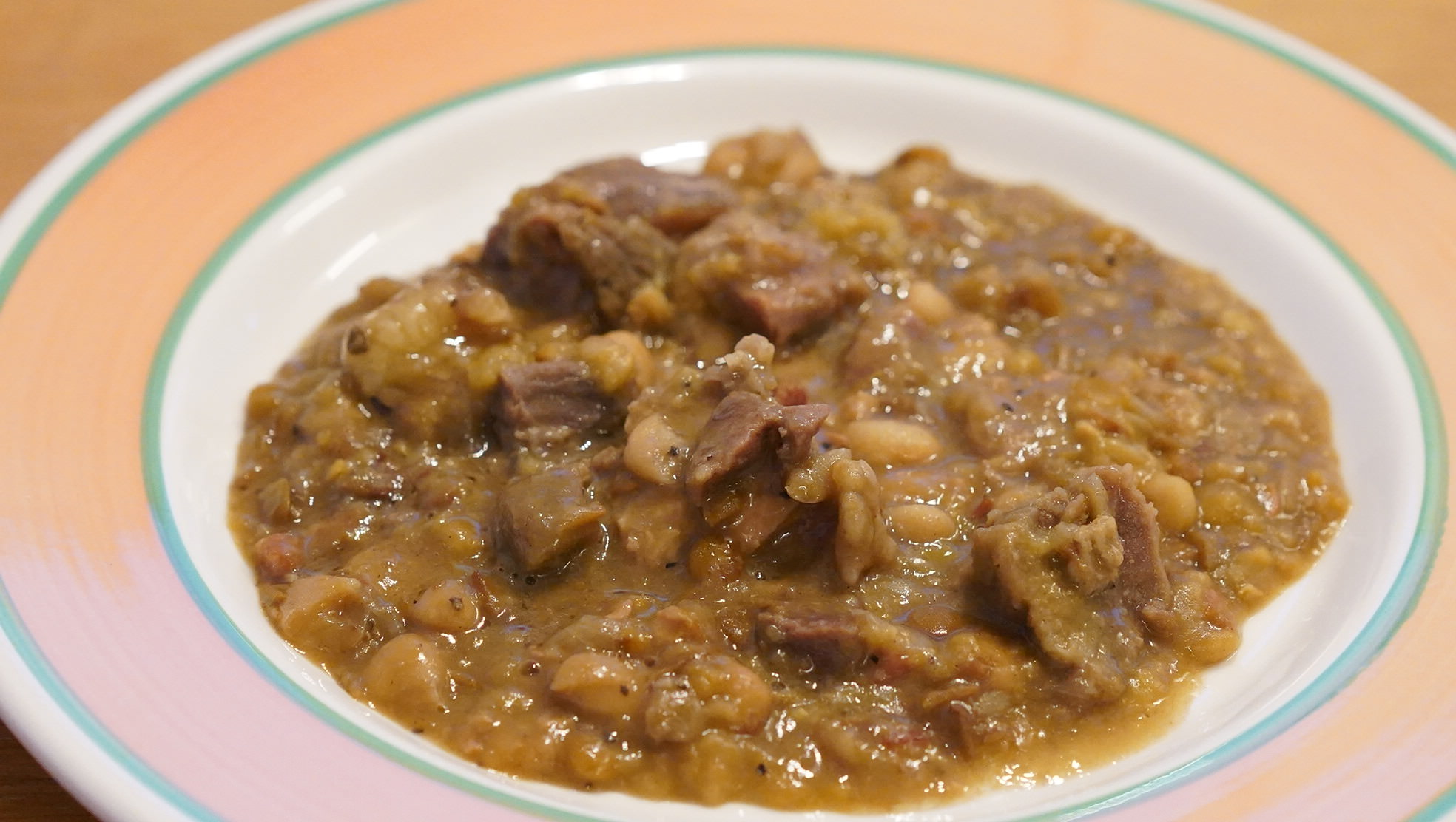 無印良品のおすすめ冷凍食品「カスレ(フランス風牛肉と豆の煮込み)」の写真