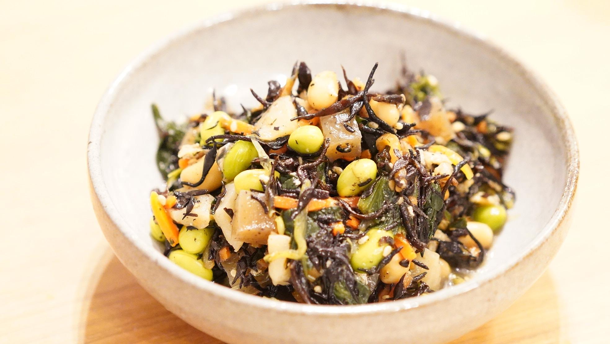 無印良品のおすすめ冷凍食品「彩り野菜とひじきの煮物」の写真