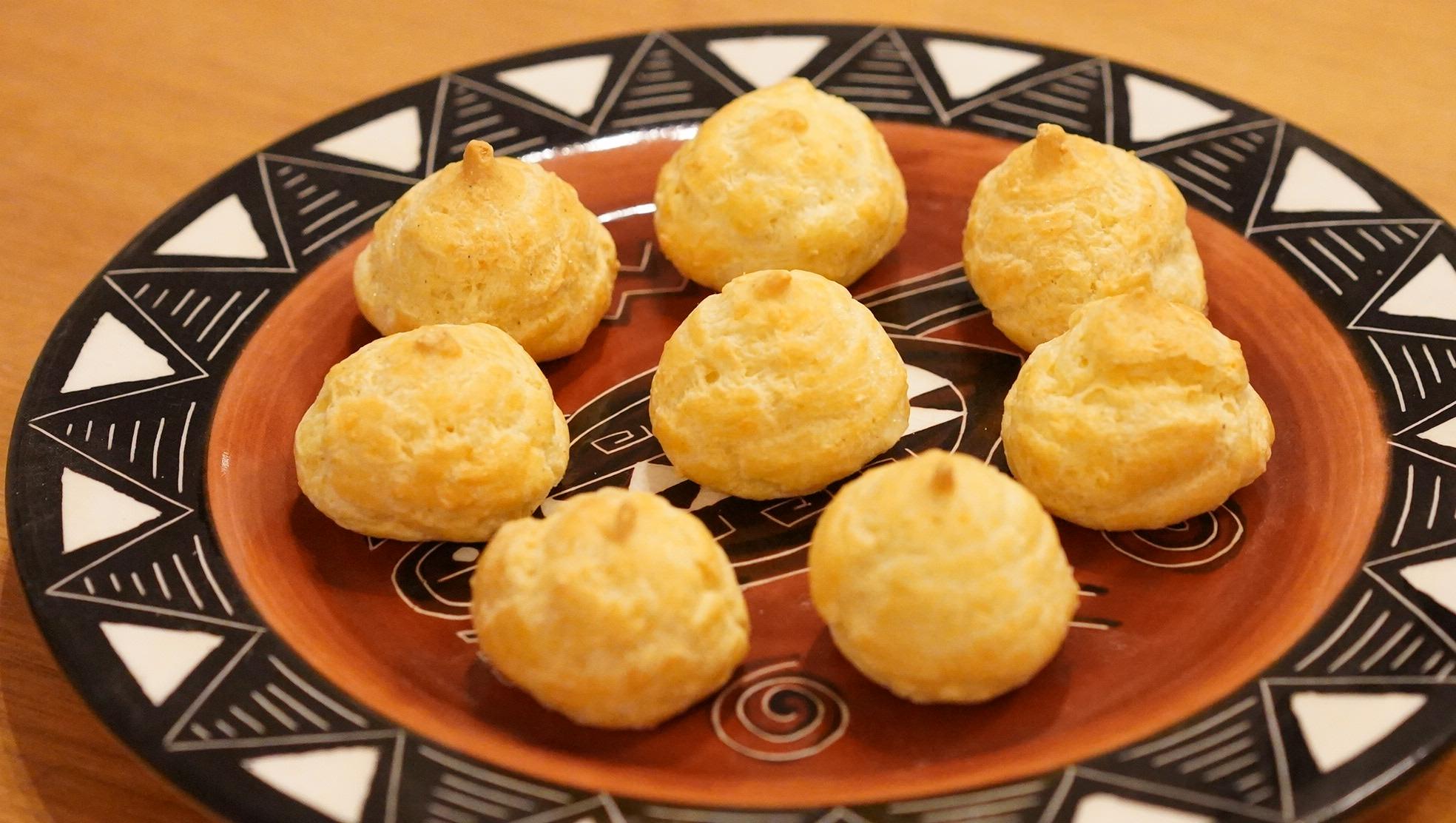 ピカールのおすすめ冷凍食品「食前のおつまみグジェール」を皿に盛り付けた写真