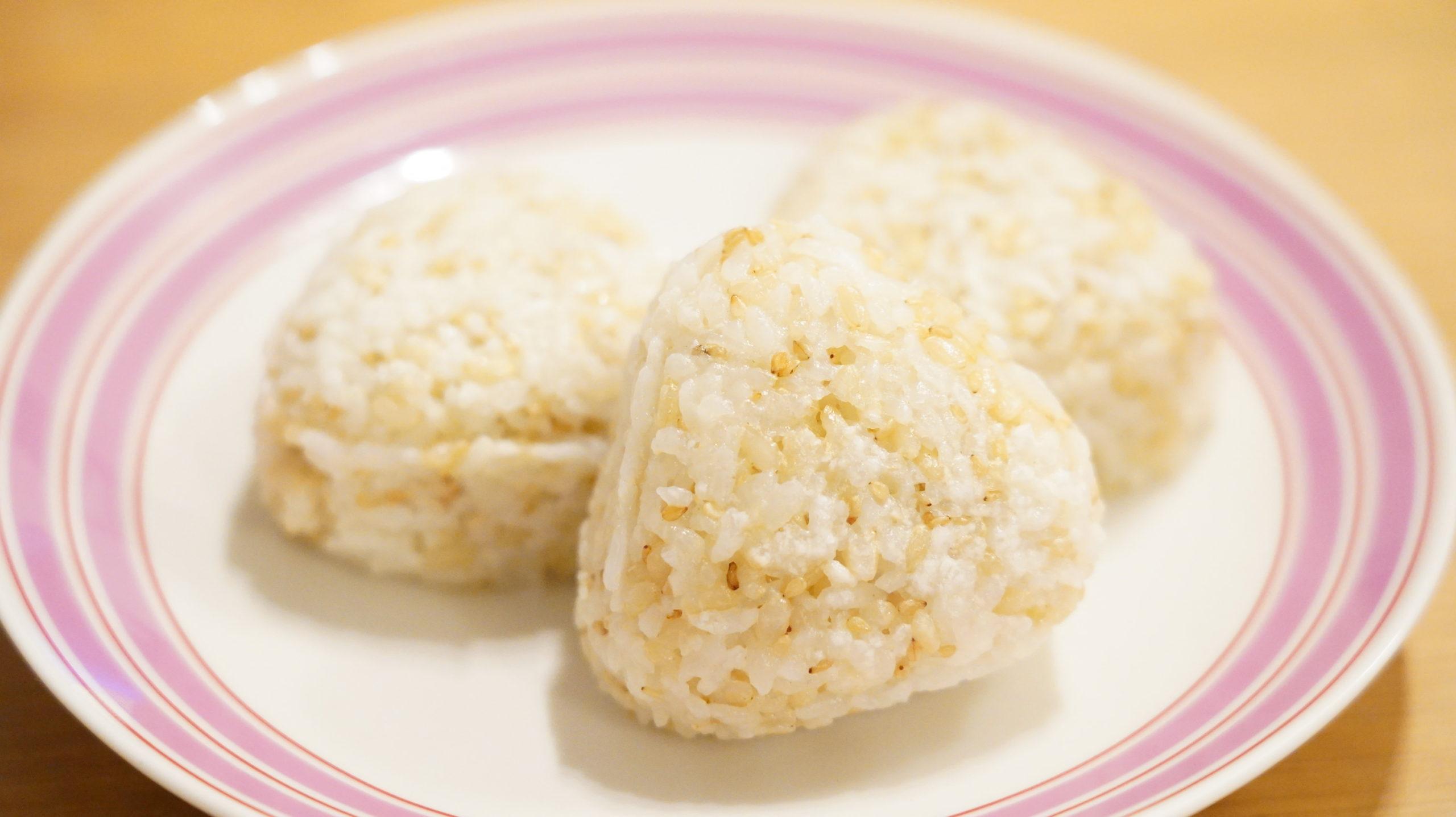 無印良品のおすすめ冷凍食品「発芽玄米ご飯の塩おにぎり」の写真