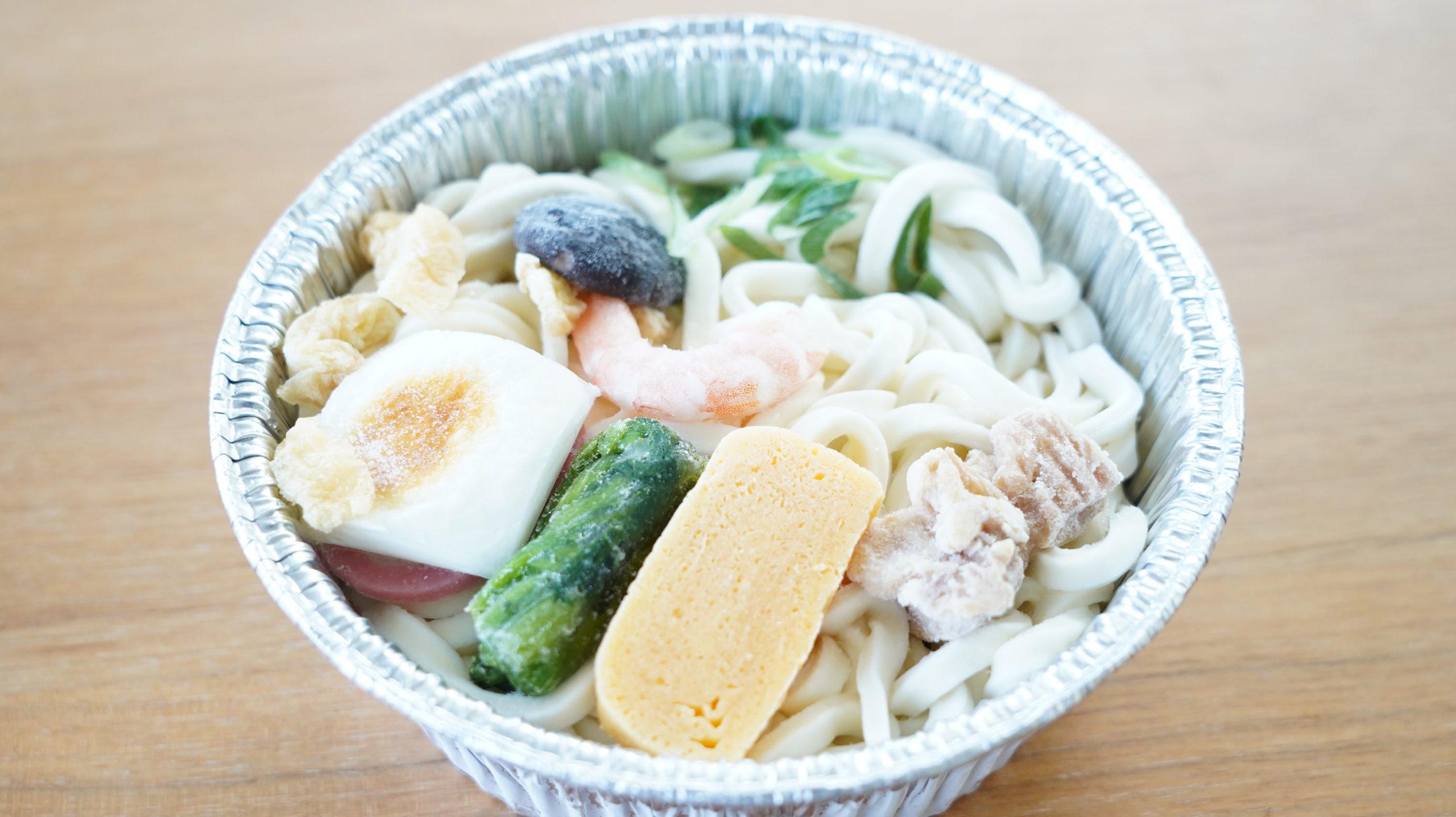 セブンイレブンの冷凍食品「関西風だし・鍋焼うどん」の冷凍状態の写真