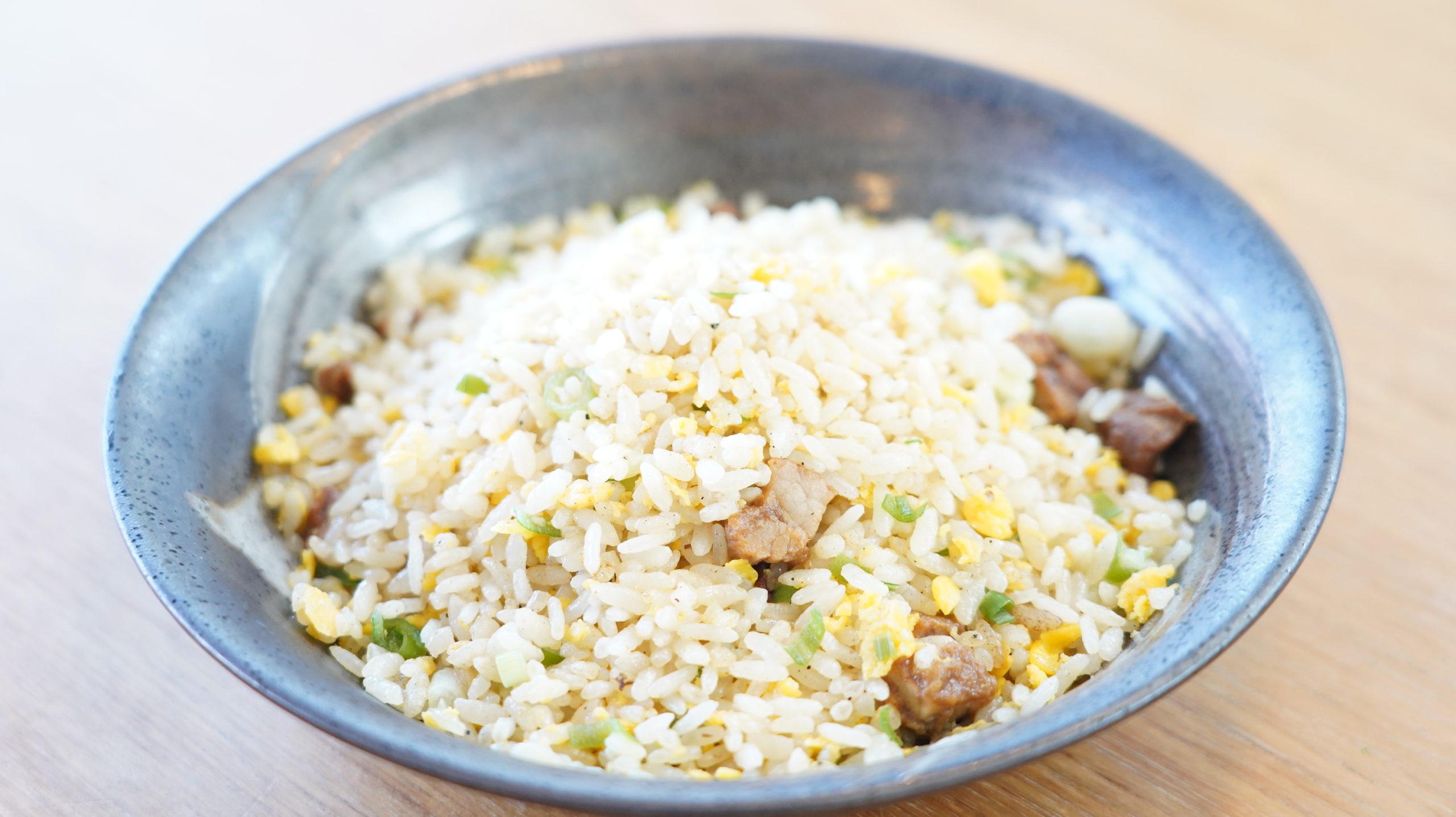 味の素の冷凍食品「焦がしにんにくのマー油と葱油が香るザ★チャーハン」が完成した様子の写真