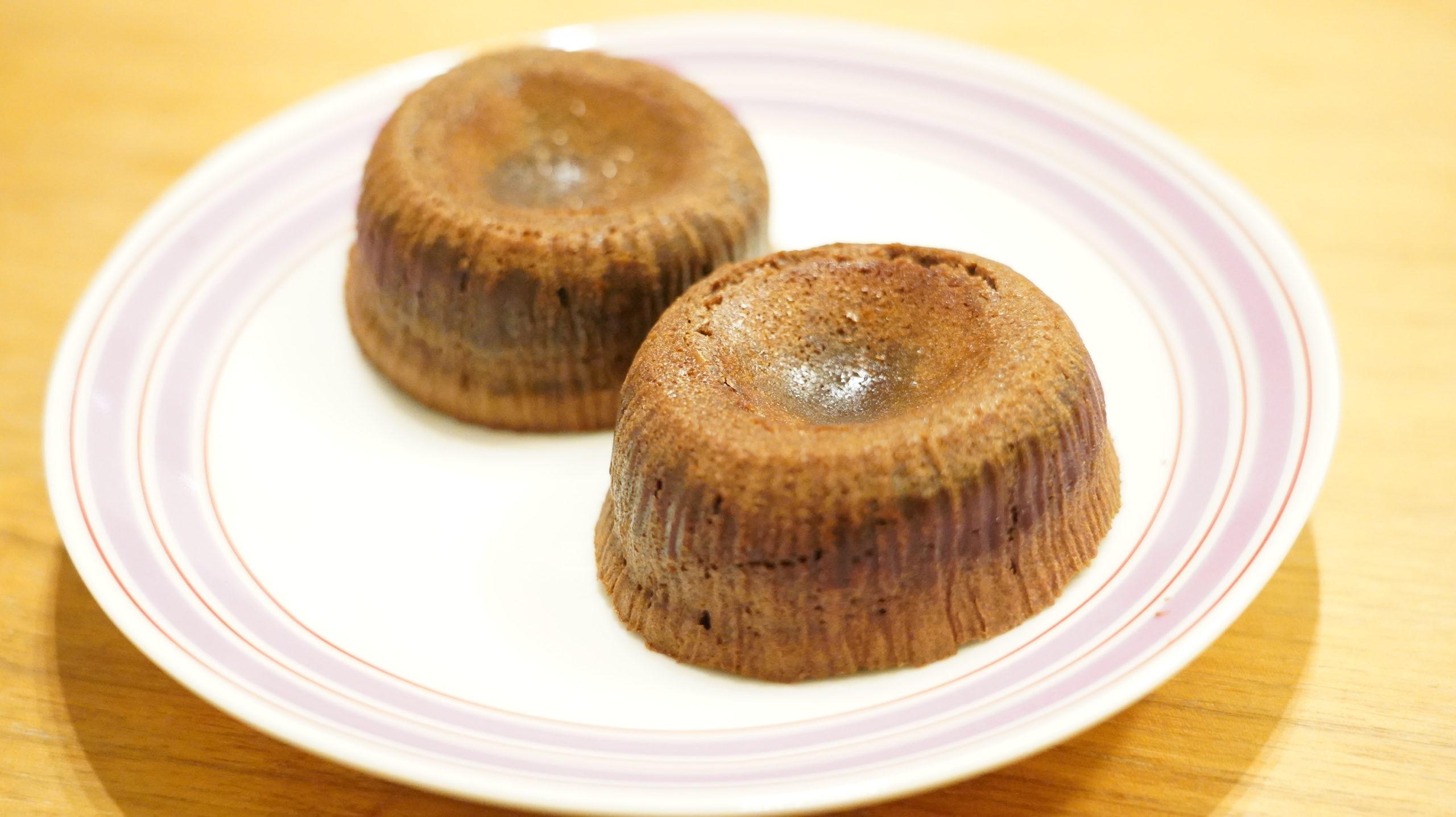 ピカールの冷凍食品「モアローショコラ」をお皿に盛り付けた写真