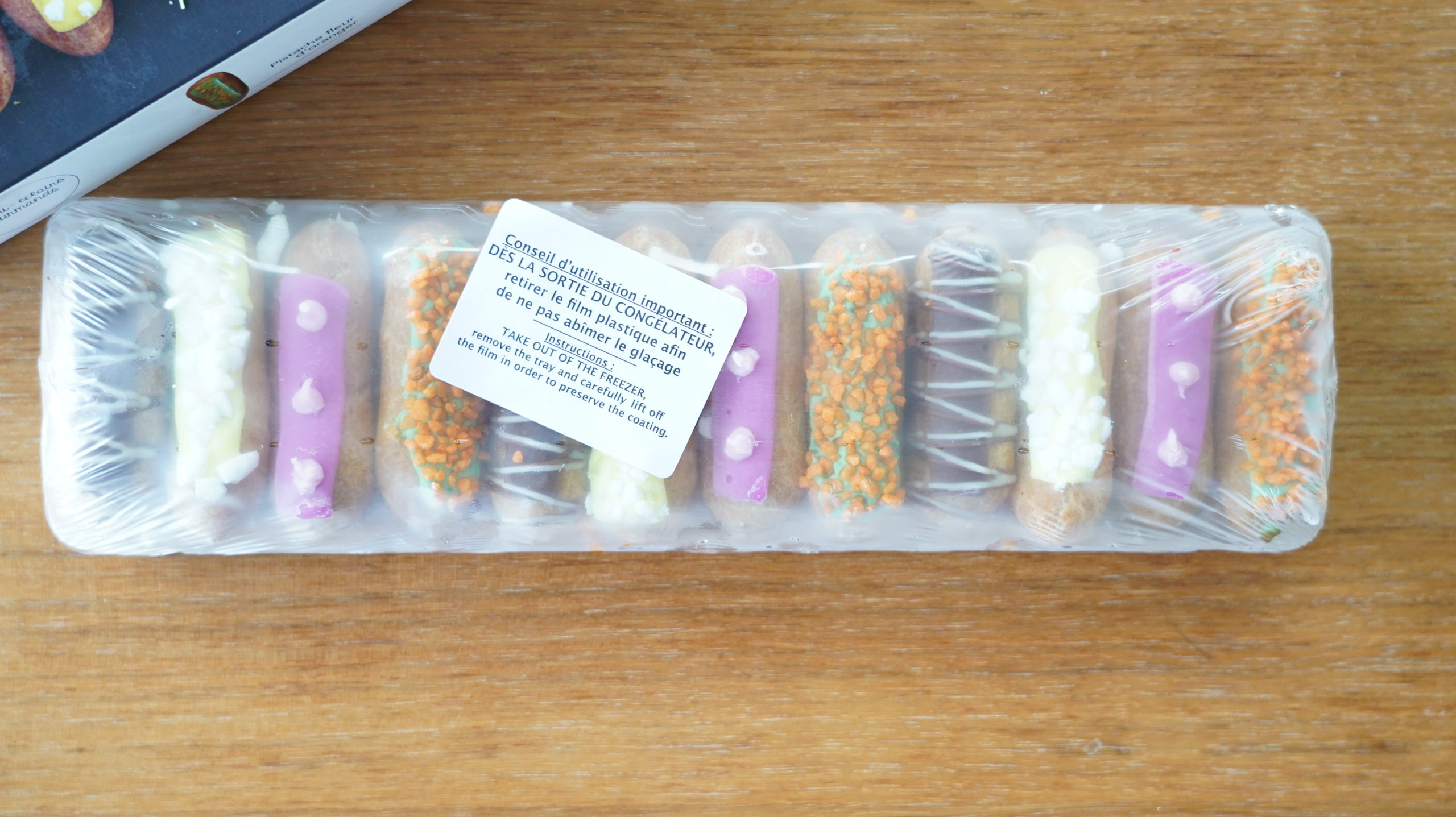 ピカールの冷凍食品「食いしん坊のミニエクレア」が12個入っている写真
