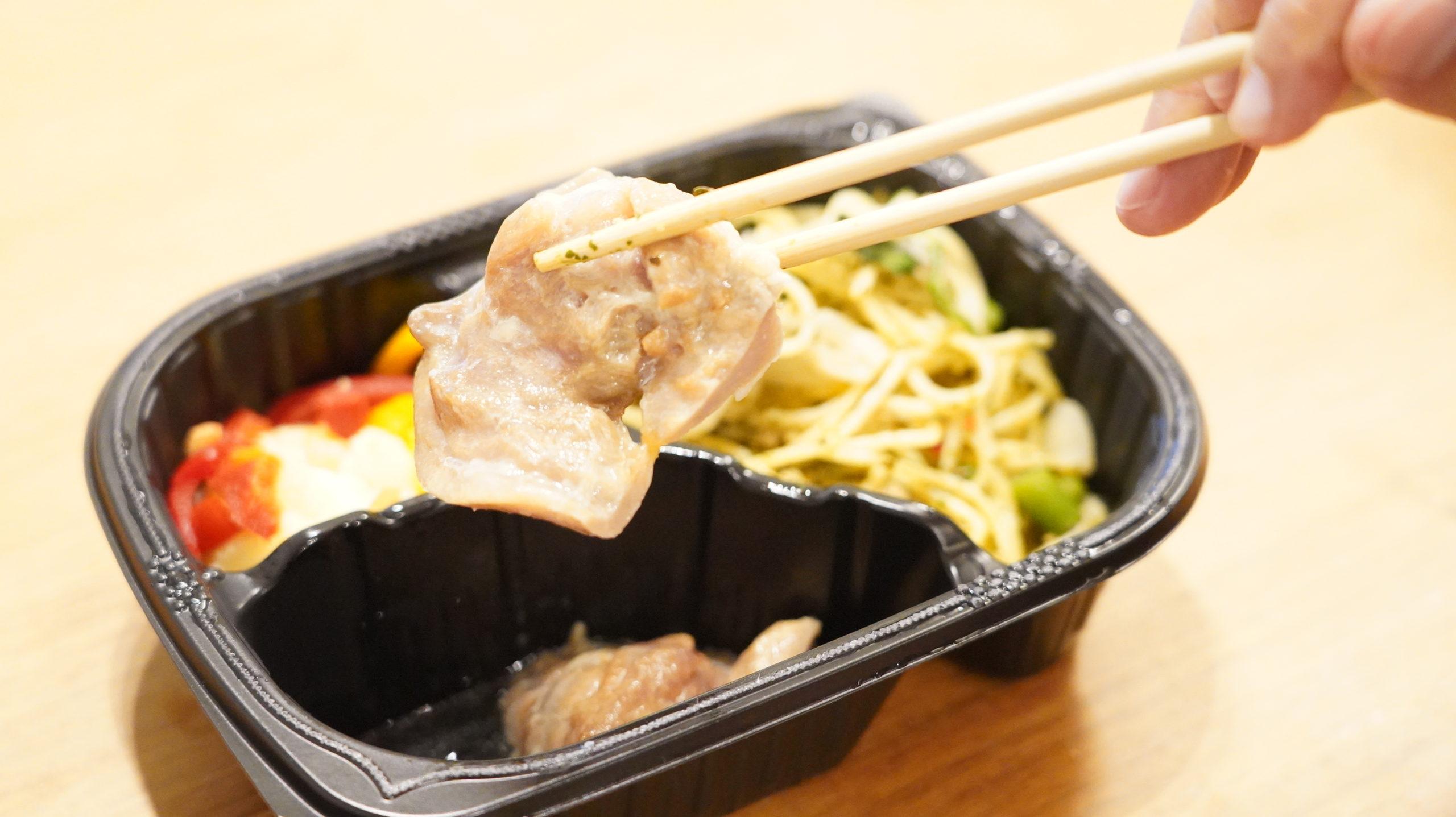 マッスルデリ(Muscle Deli)の鶏そぼろの彩りパスタセットの鶏肉の写真