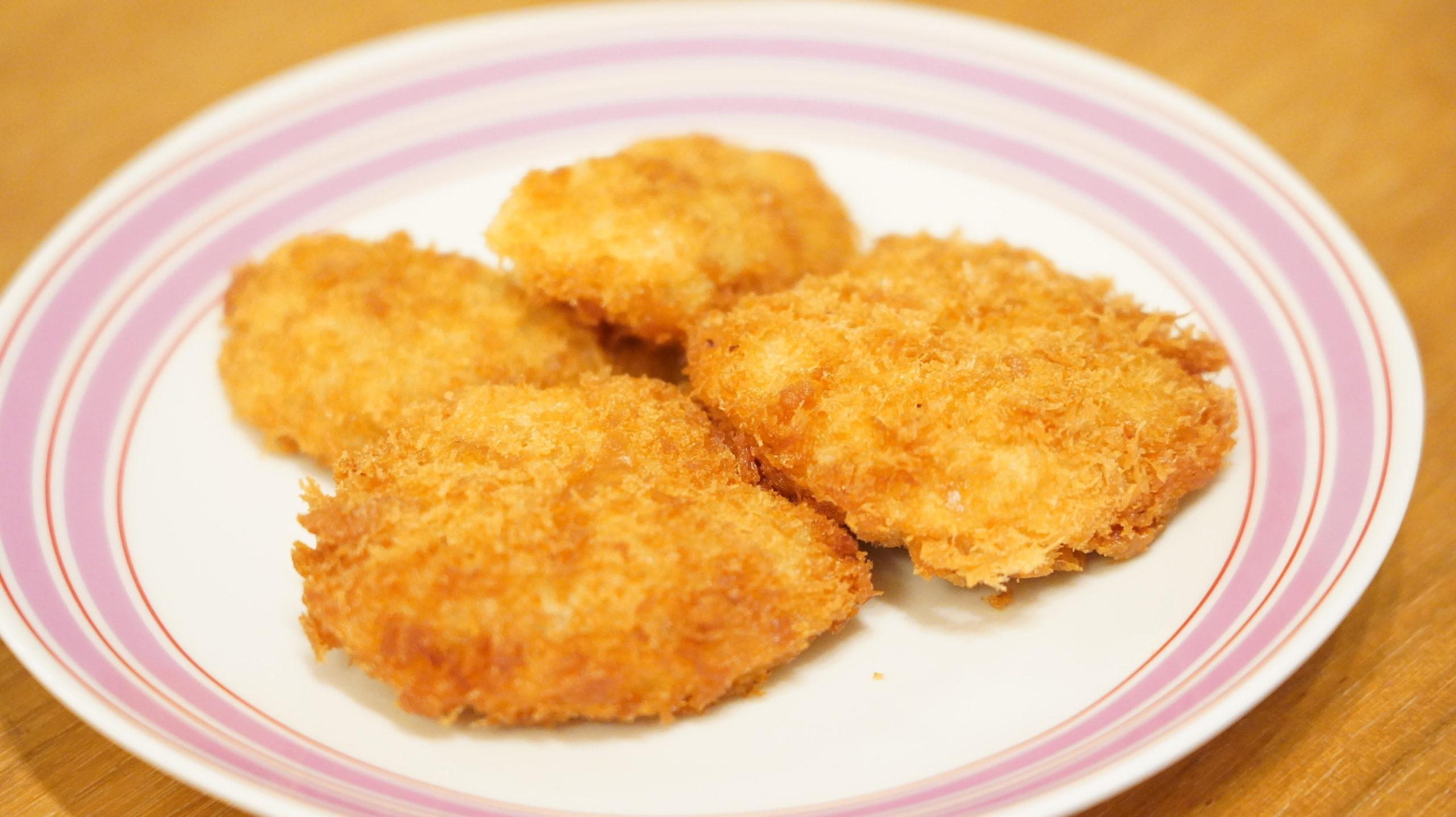 ニチレイの冷凍食品「極上ヒレかつ」の大きさが良く分かるクローズアップ写真