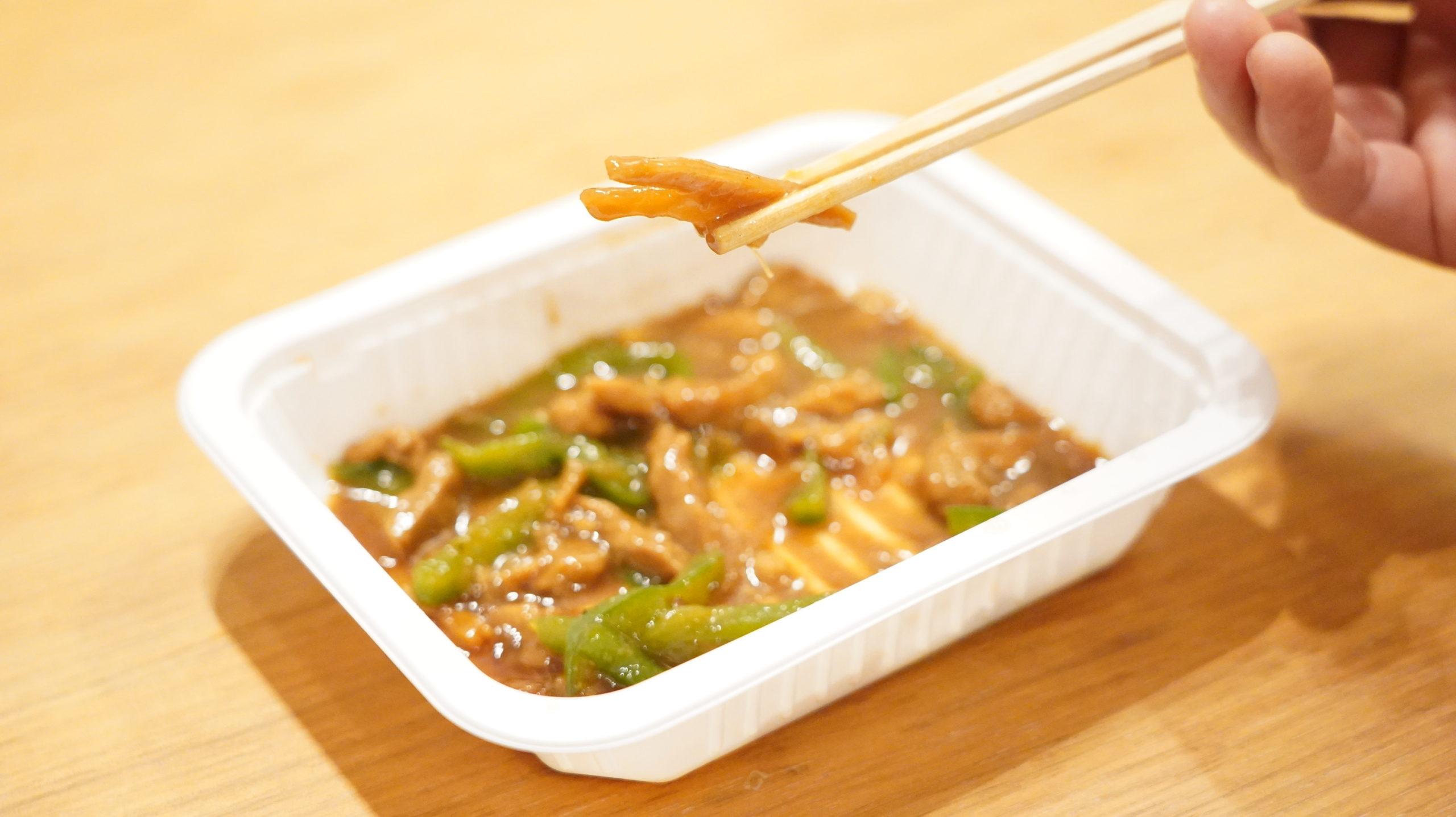 セブンイレブンの冷凍食品「やみつきになる香ばしさ・青椒肉絲(チンジャオロースー」のタケノコの写真