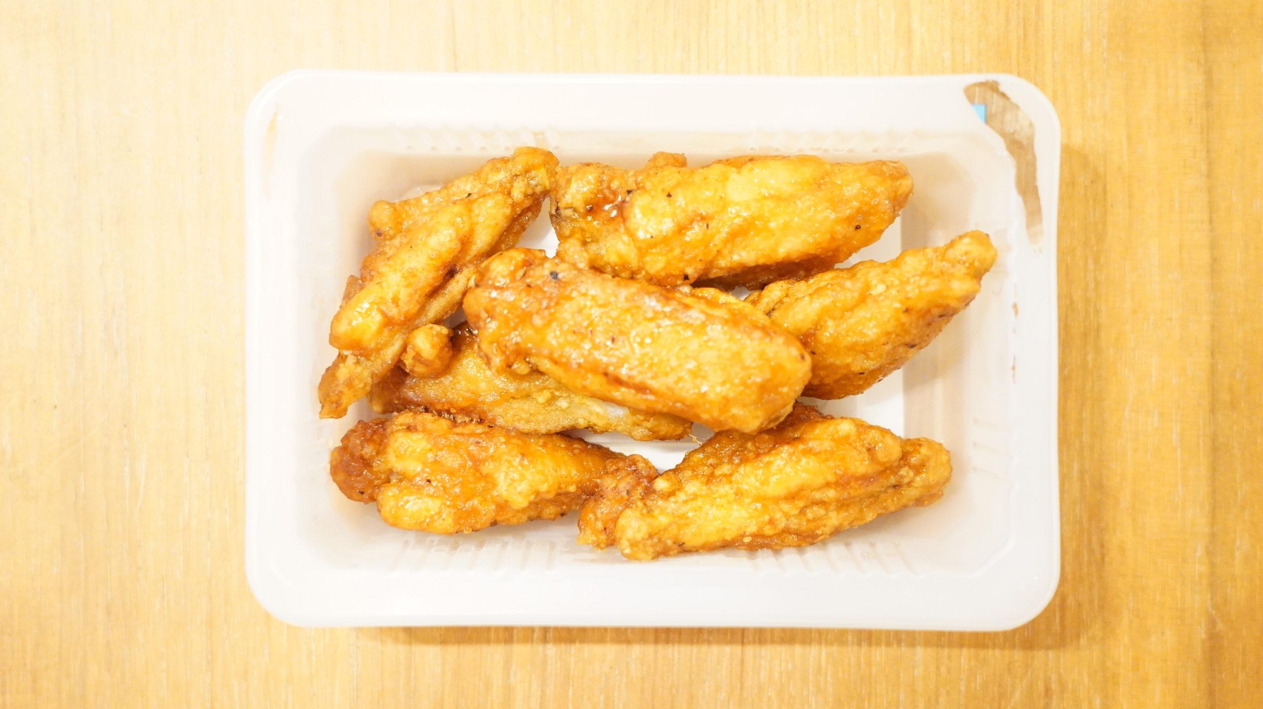 セブンイレブンの冷凍食品「おかずやおつまみに・手羽中唐揚げ」の手羽中の写真