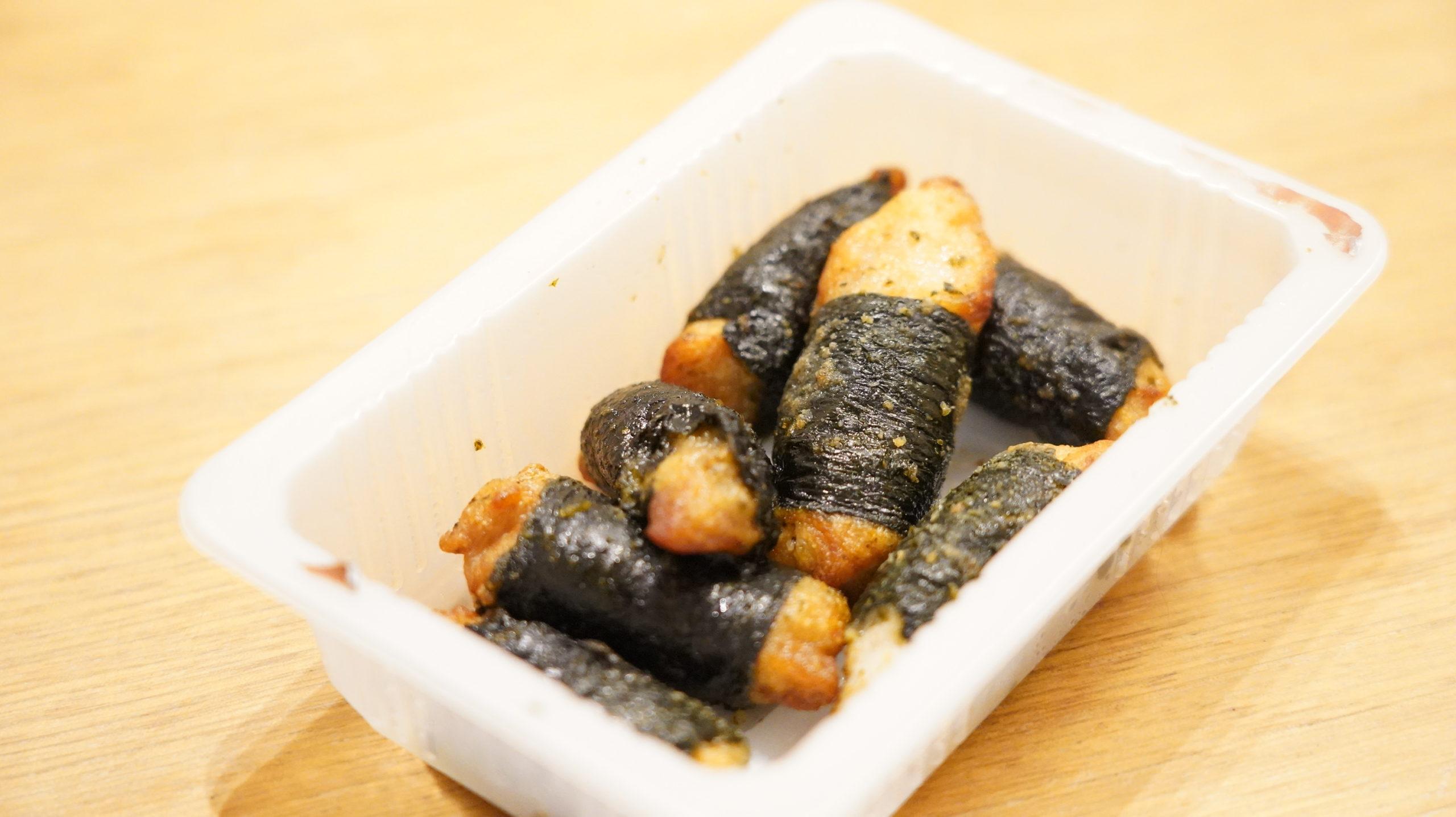 セブンイレブンの冷凍食品「和風にんにく風味・海苔巻きチキン」の中身の写真