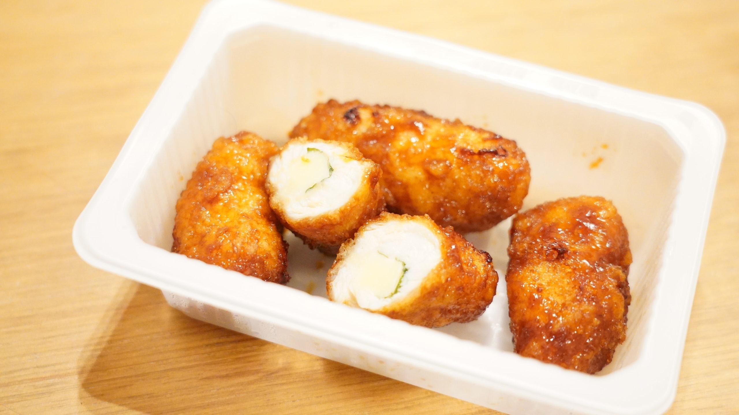 セブンイレブンの冷凍食品「大葉香る・ささみチーズカツ」の断面の写真