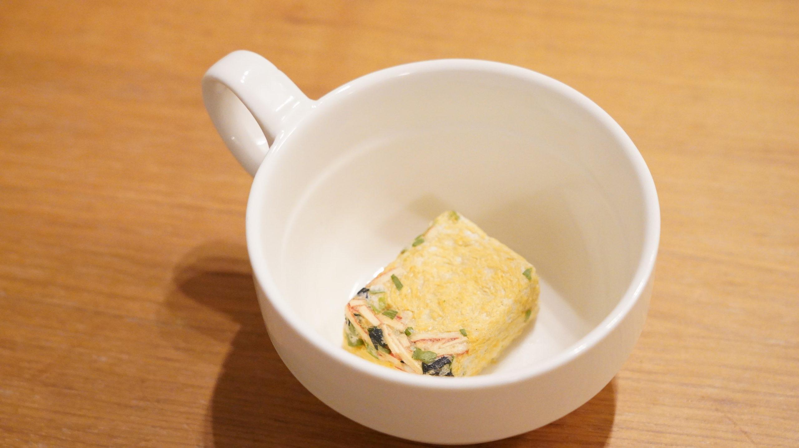 生協の宅配「おうちコープ」のたまごスープのフリーズドライをコップに入れた写真