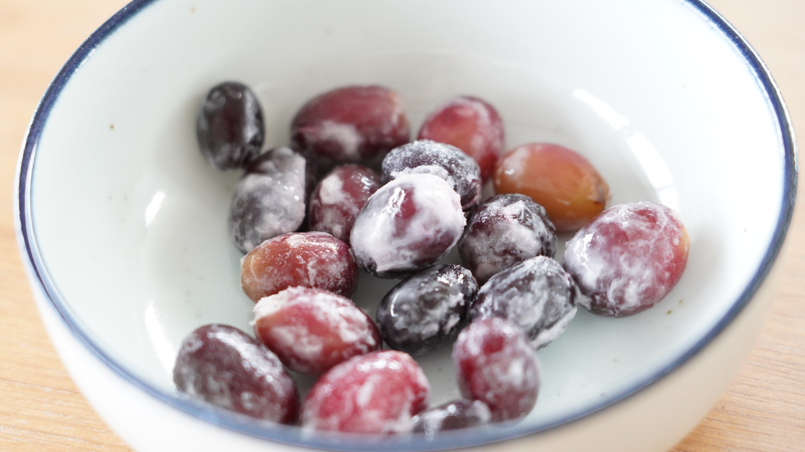 ぶどう そのまま 食べる 【冷凍食品】セブンイレブンの「皮まで食べられるぶどう」が何事にもちょうどイイ