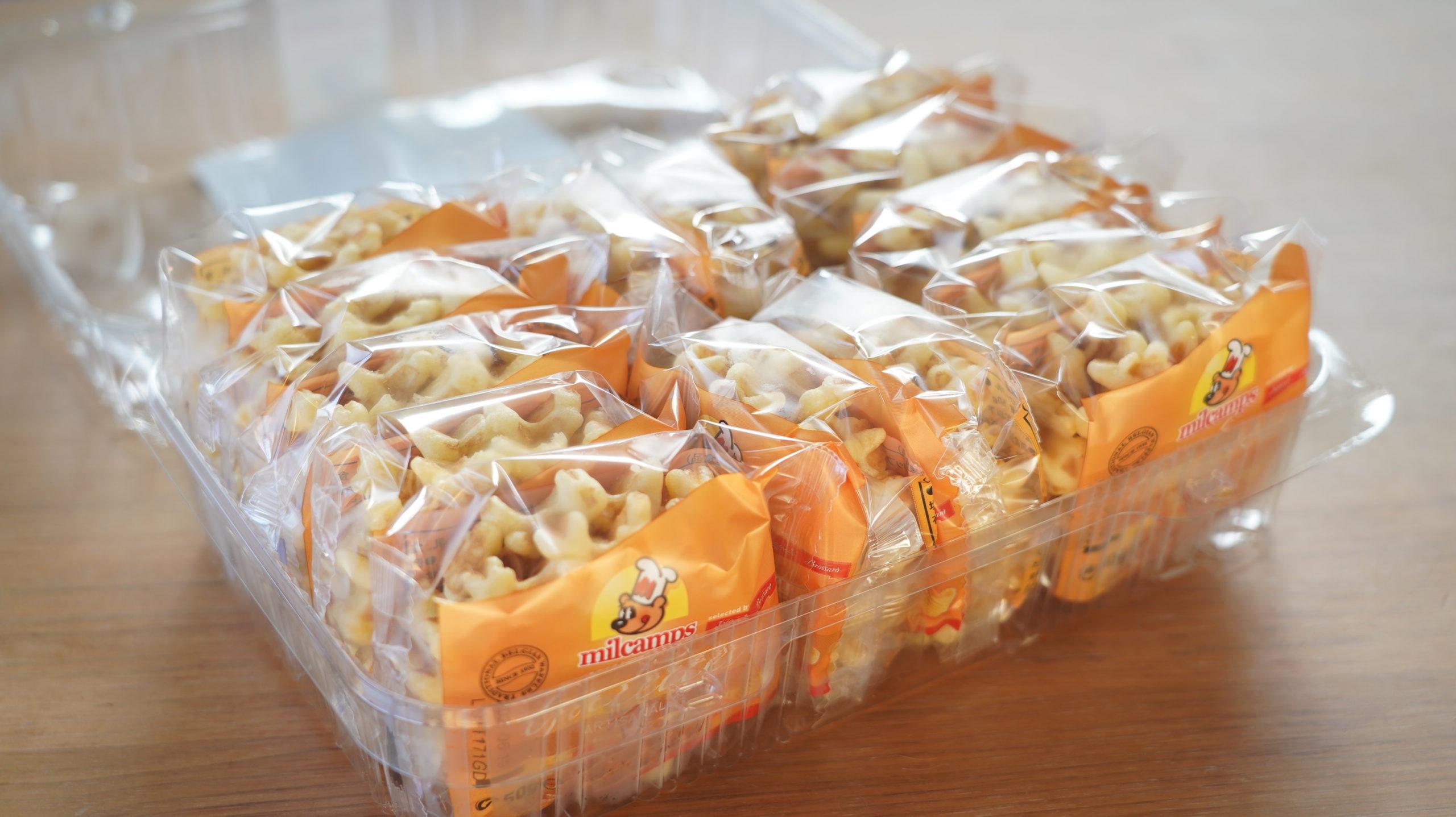 コストコの冷凍食品「ベルギー・バターワッフル」が14袋も入って大容量であることが分かる写真