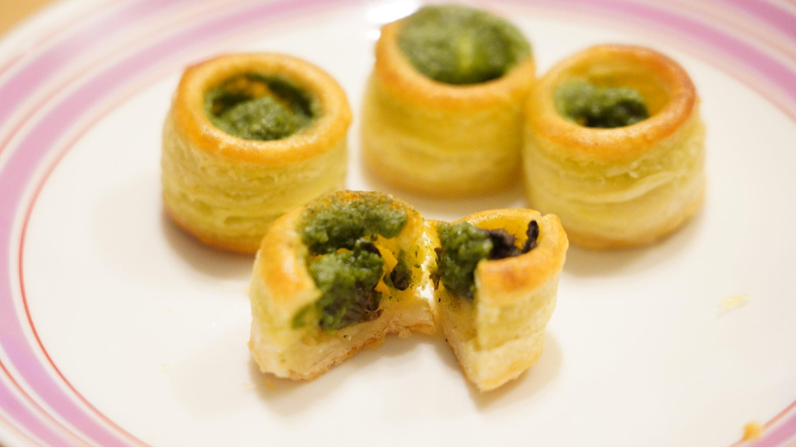 ピカールの冷凍食品「エスカルゴのミニパイ」の断面のアップ写真