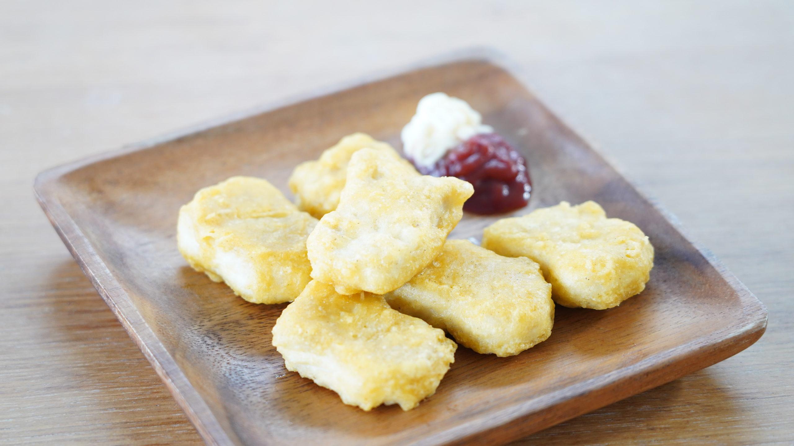 コストコの冷凍食品「CP チキンナゲット」のクローズアップ写真