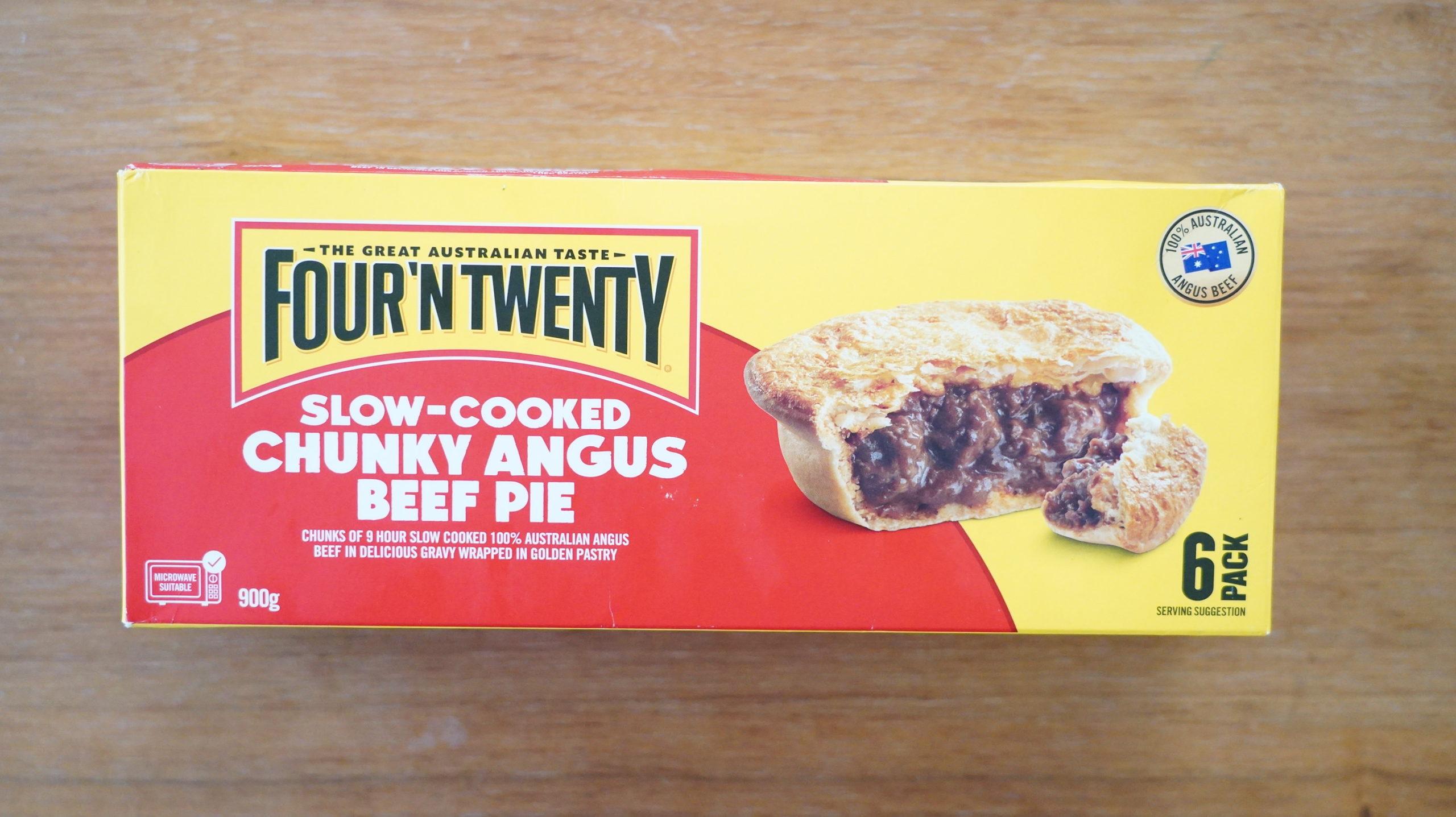 コストコの冷凍食品「アンガスビーフパイ」の箱の写真
