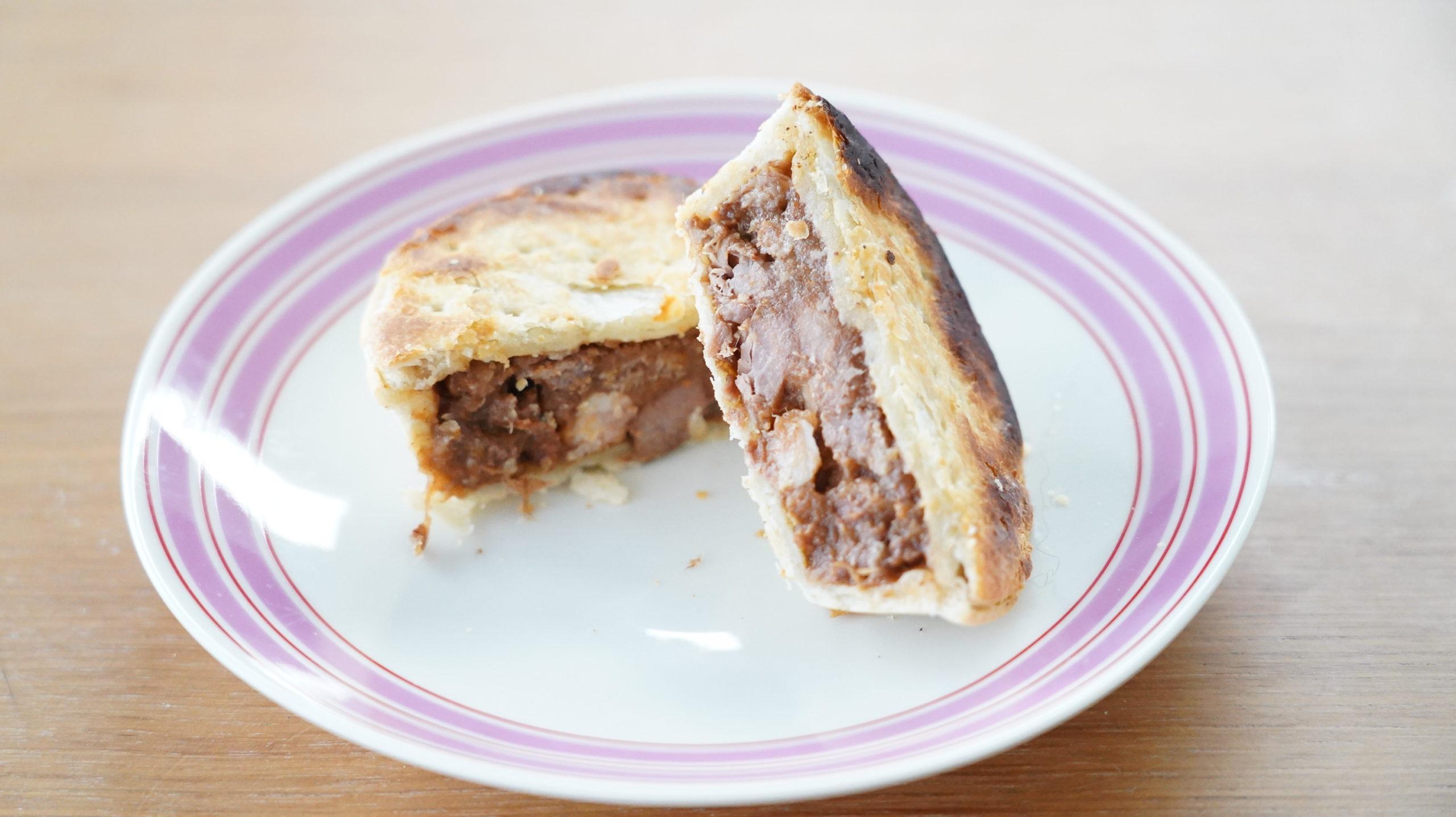 コストコの冷凍食品「アンガスビーフパイ」の断面の写真