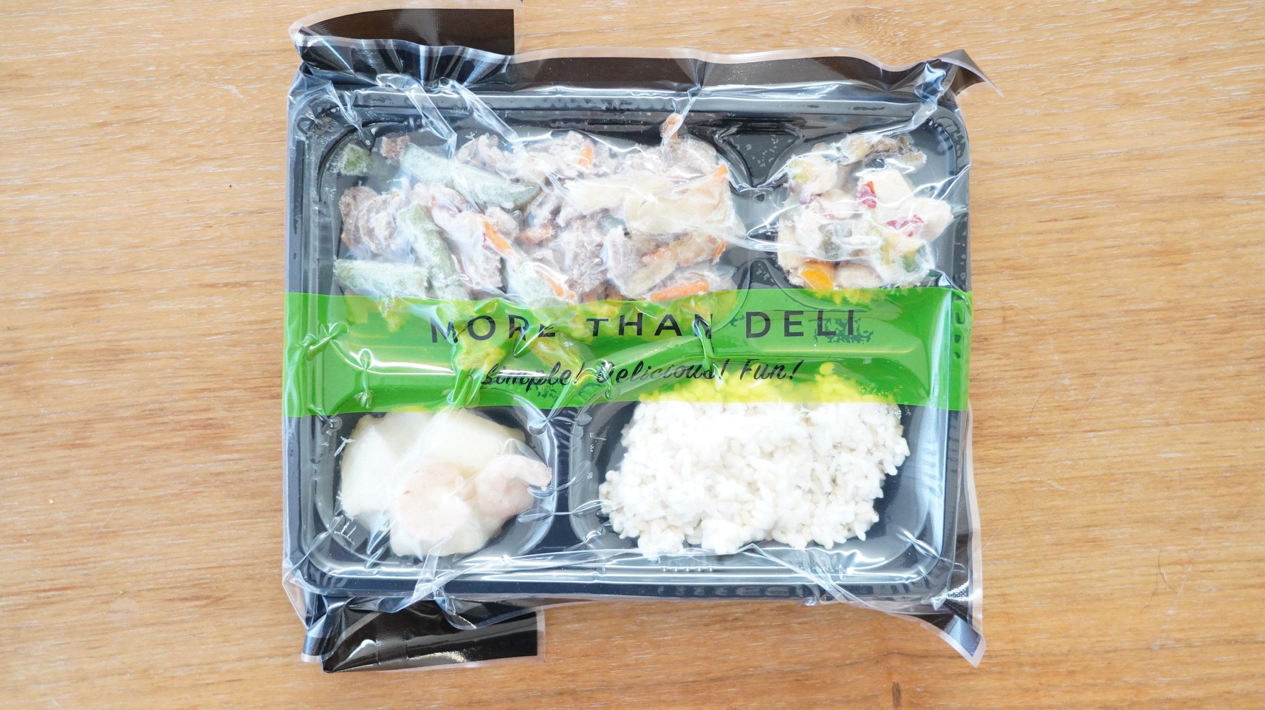 More than Deli(モアザンデリ)の冷凍弁当「鶏肉と野菜の黒酢あんかけ」のパッケージ写真
