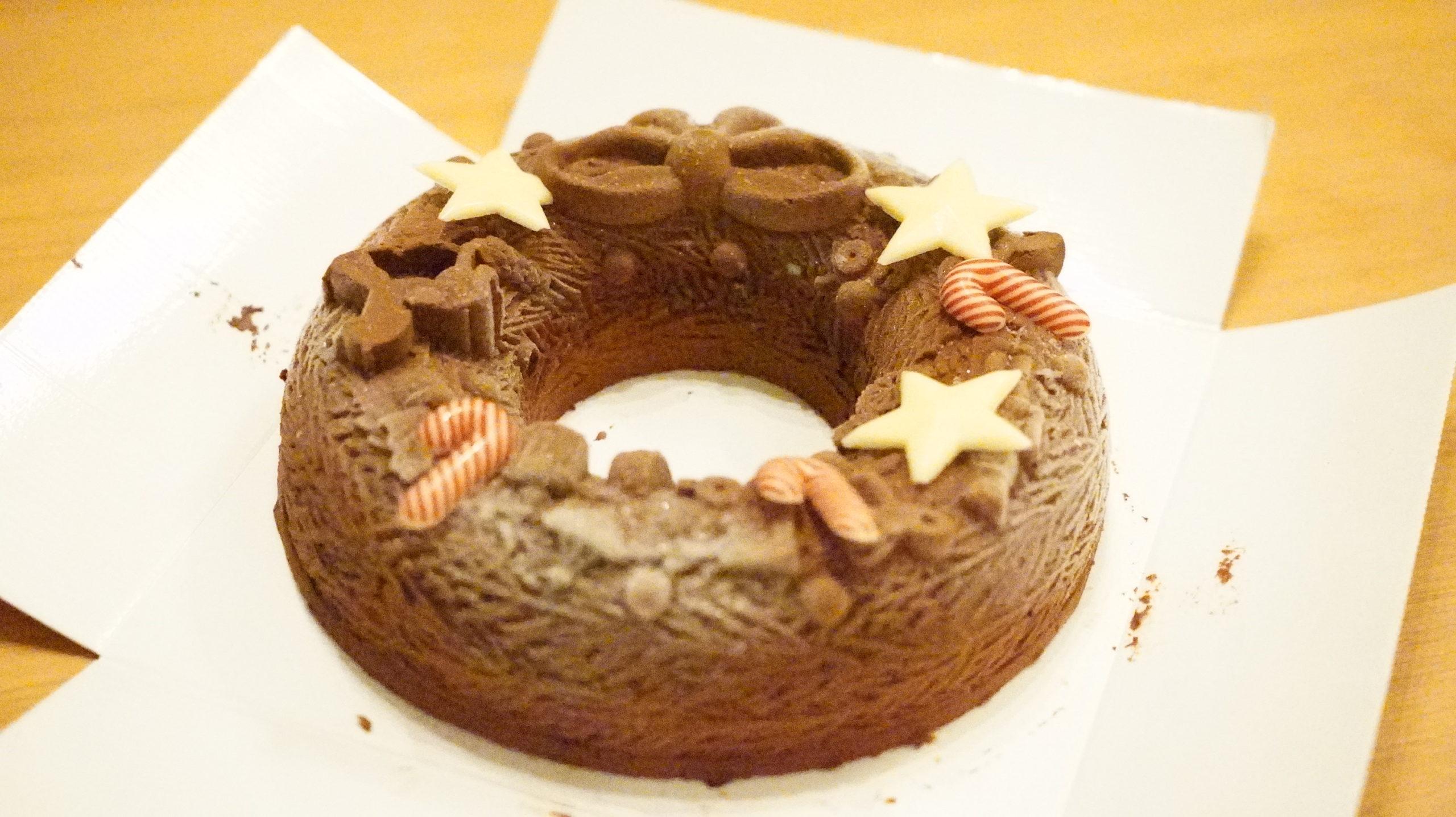 ピカールの冷凍食品「クリスマスリース」をデコレーションした写真