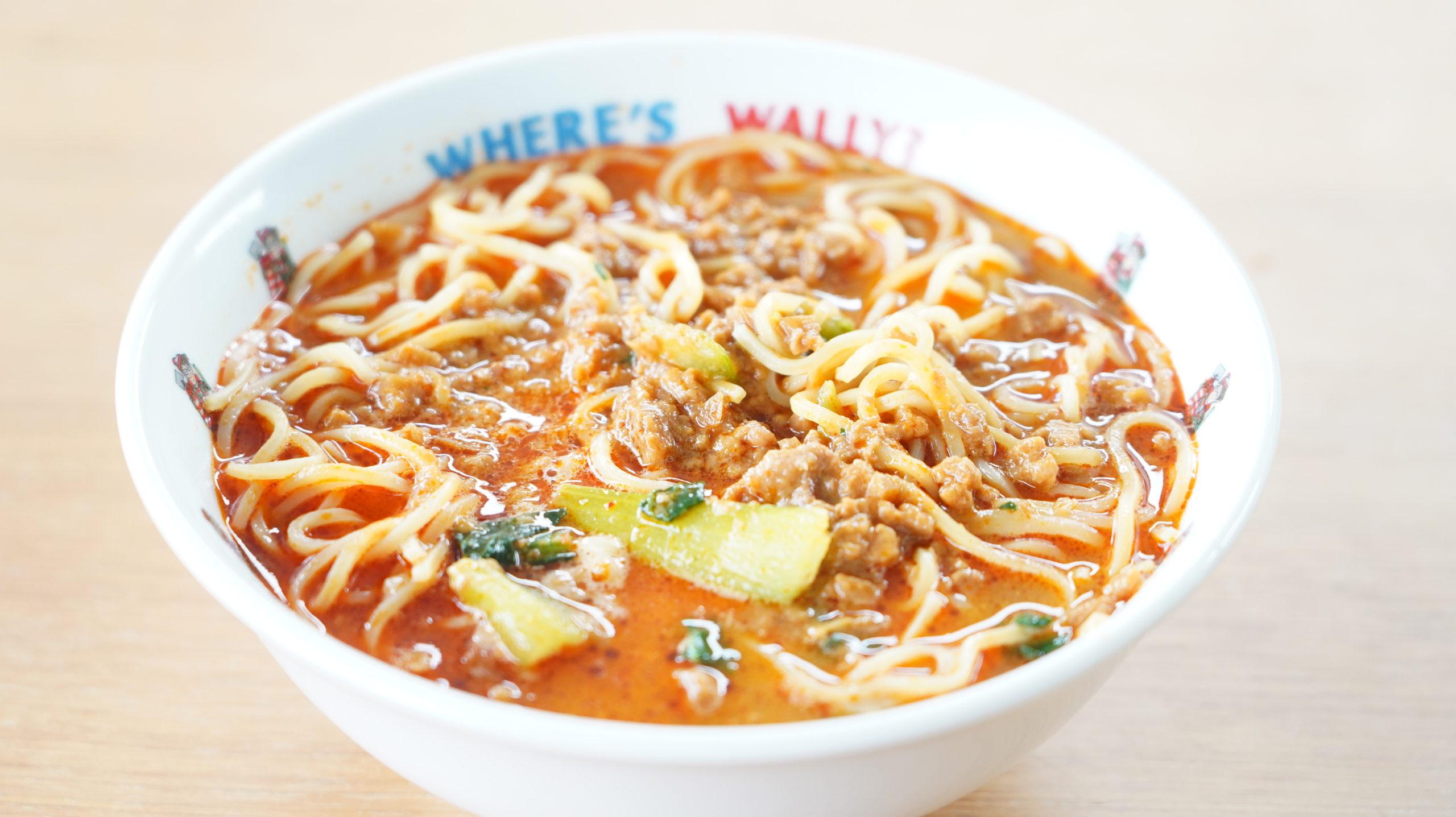 セブンイレブンの冷凍食品「胡麻が濃厚な坦々麺」をどんぶりに盛り付けた写真