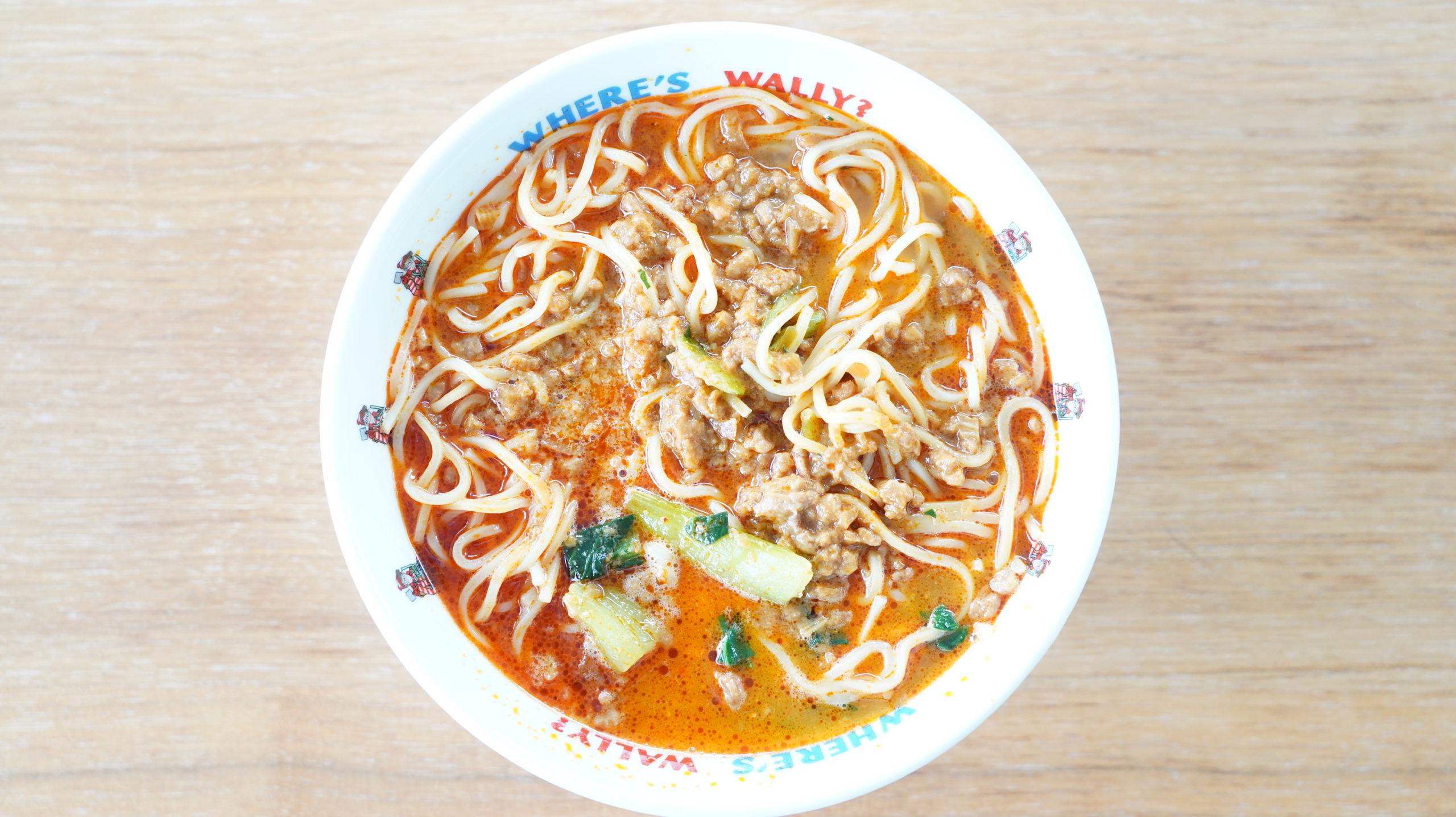 セブンイレブンの冷凍食品「胡麻が濃厚な坦々麺」を上から撮影した写真