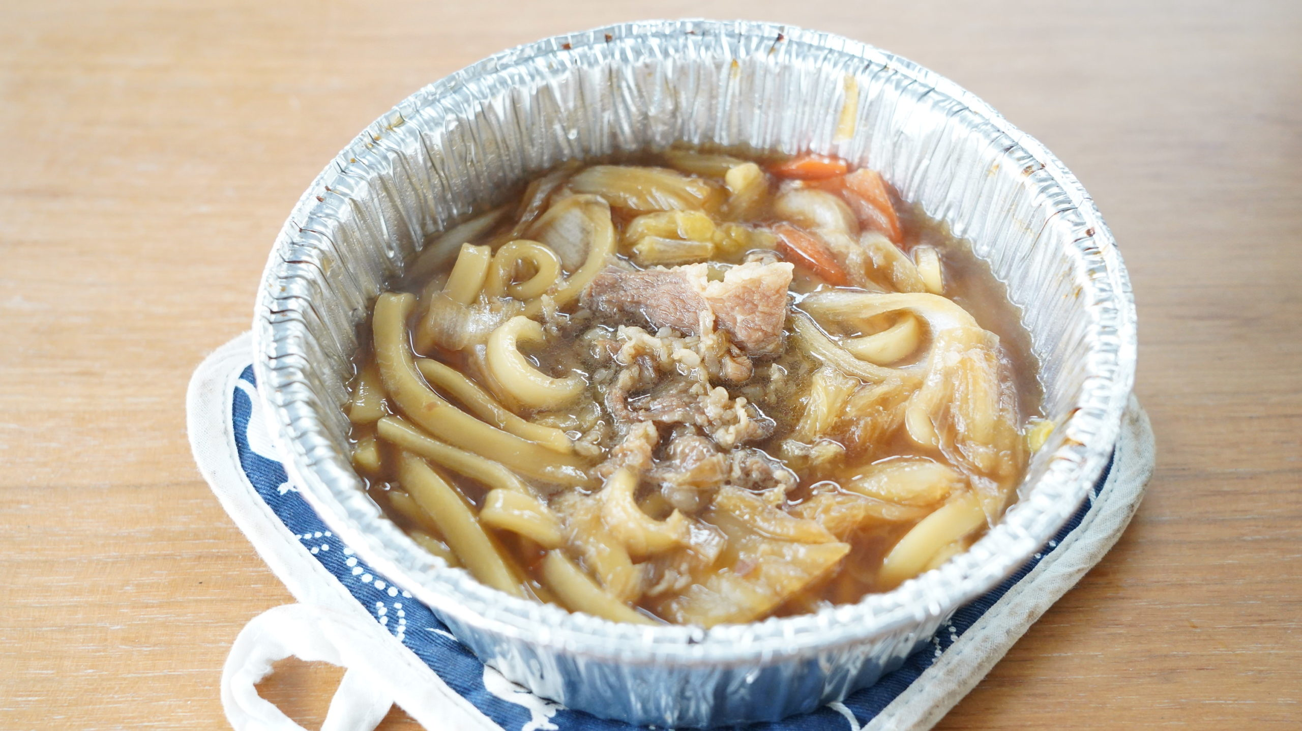 ファミリーマートの冷凍食品「牛肉の旨味!牛すき焼き鍋(うどん入り)」の中身の写真