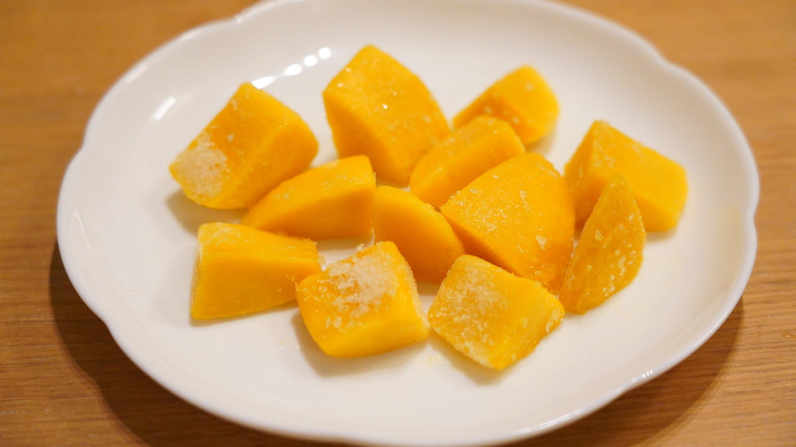 ファミリーマートの冷凍食品「Dole 完熟マンゴー」の中身の写真