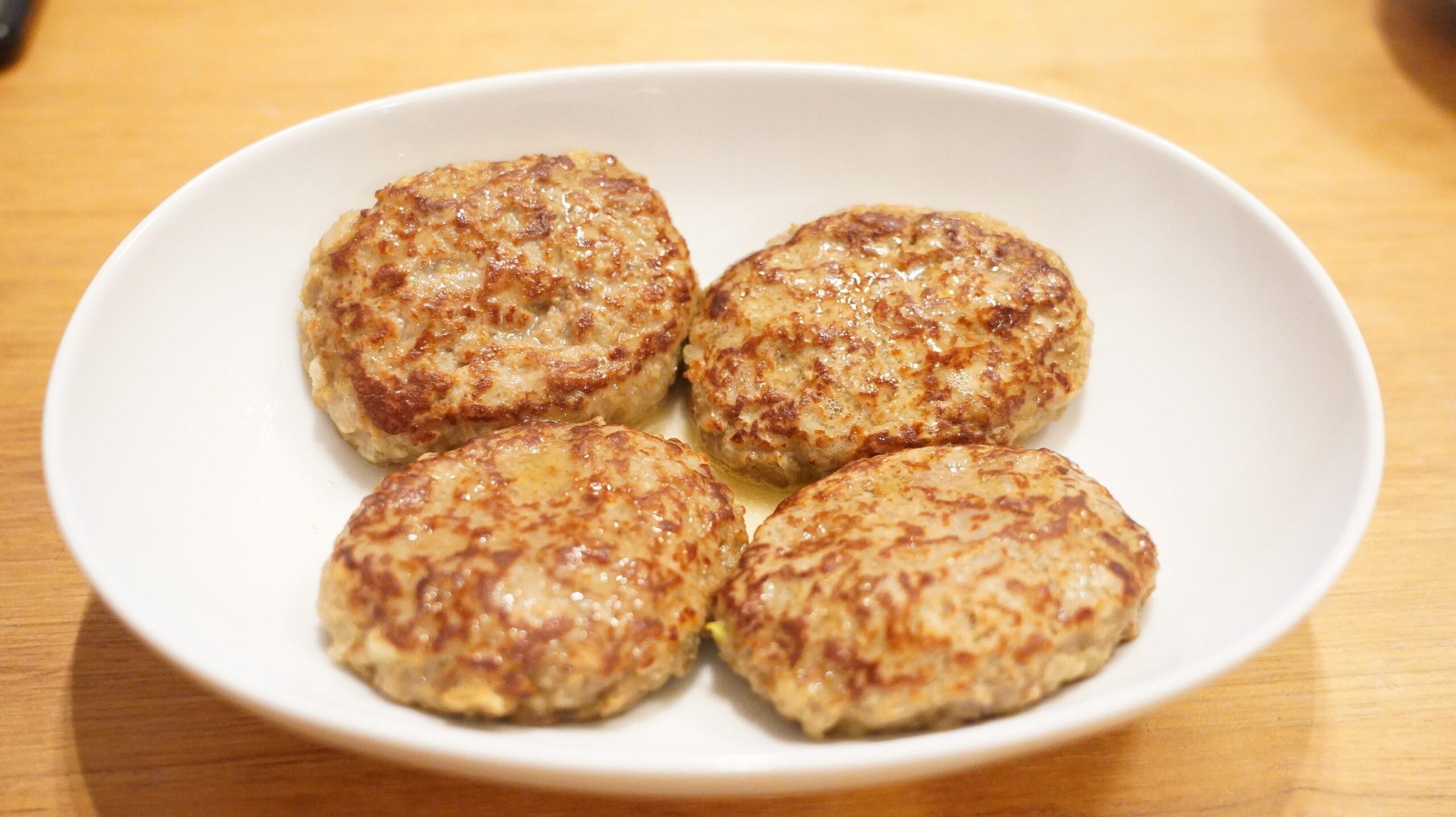 生協宅配の冷凍食品「肉汁じゅわっとハンバーグ」の加熱後の状態