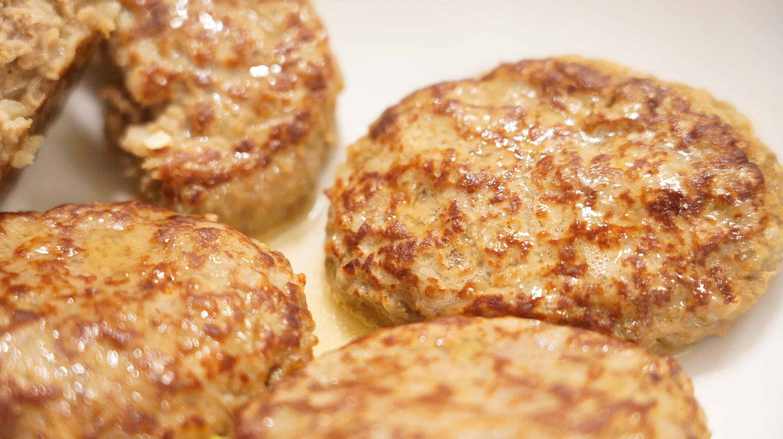 生協宅配の冷凍食品「肉汁じゅわっとハンバーグ」の肉汁の写真