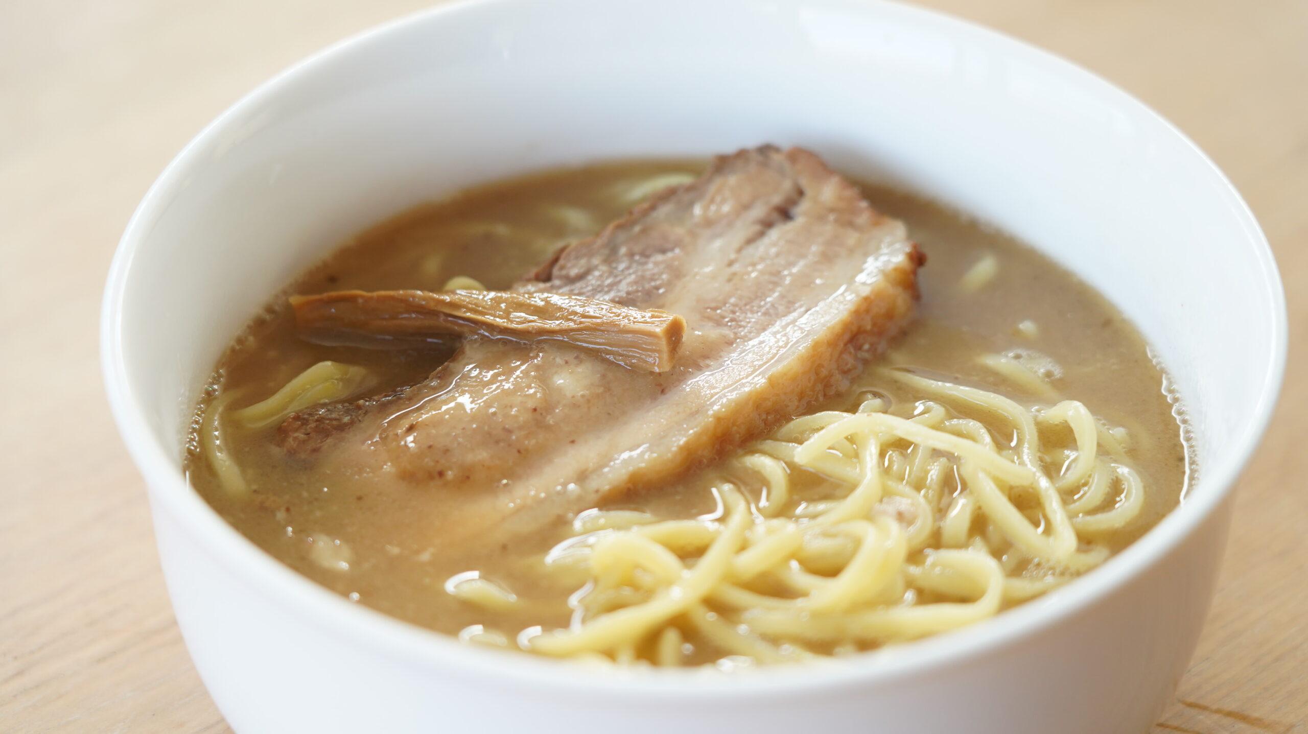 麺処「井の庄」のお取り寄せ・オンライン通販用「辛辛魚らーめん」の麺の写真