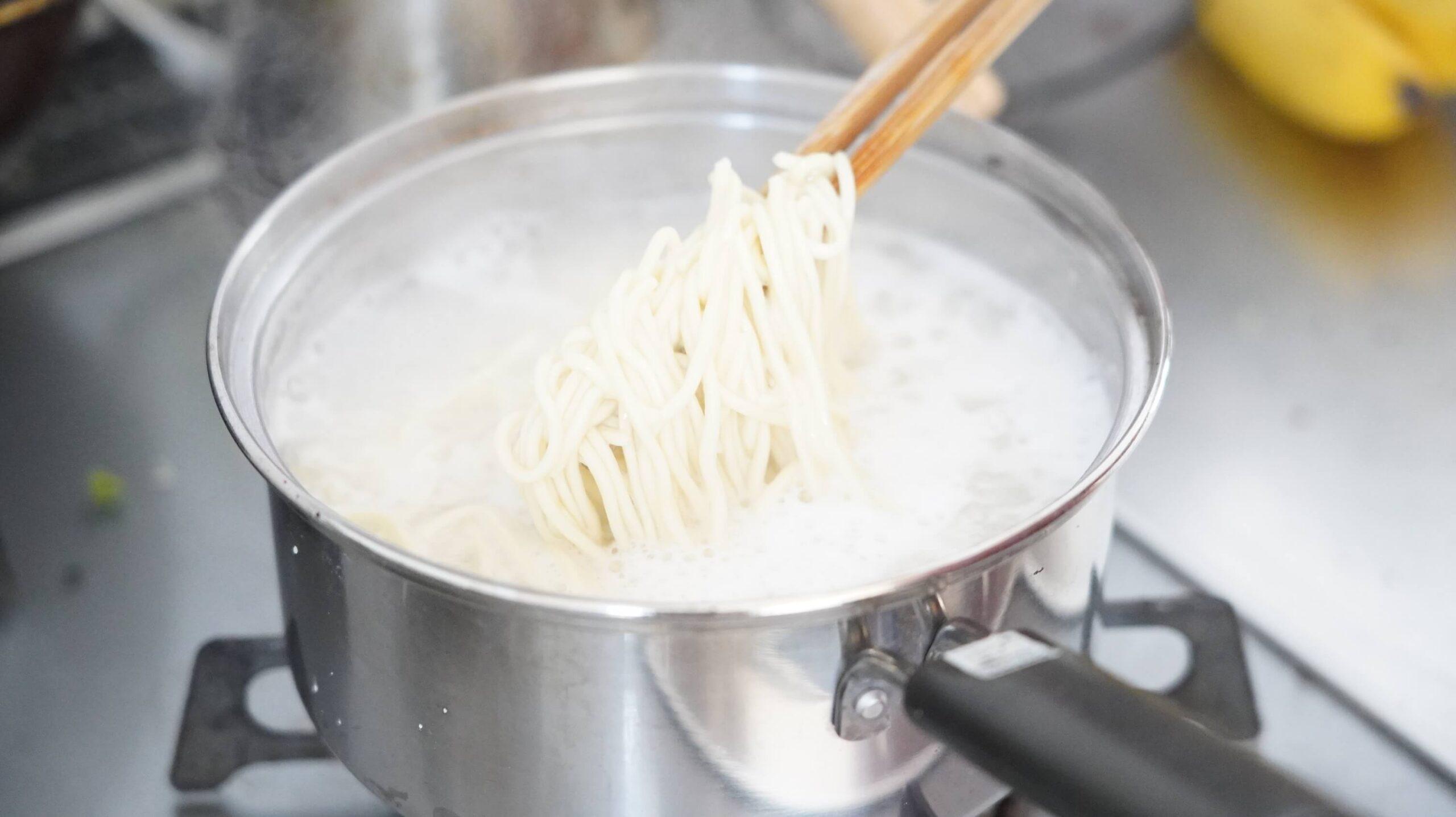 「なんつッ亭」の通販お取り寄せ用ラーメンの麺の写真