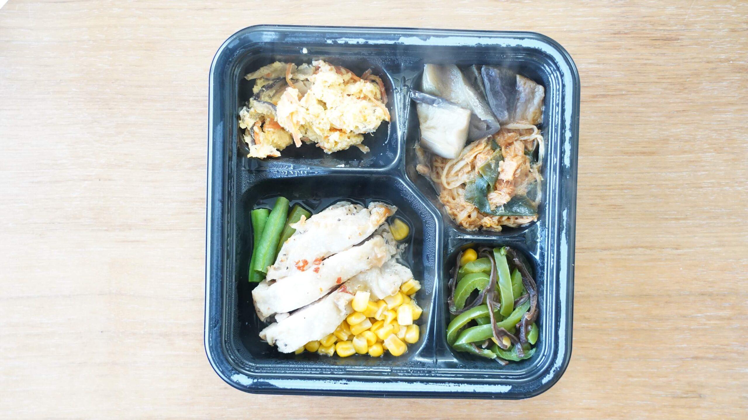 ライザップのサポートミール「鶏肉のエスニック焼き」を上から撮影した写真