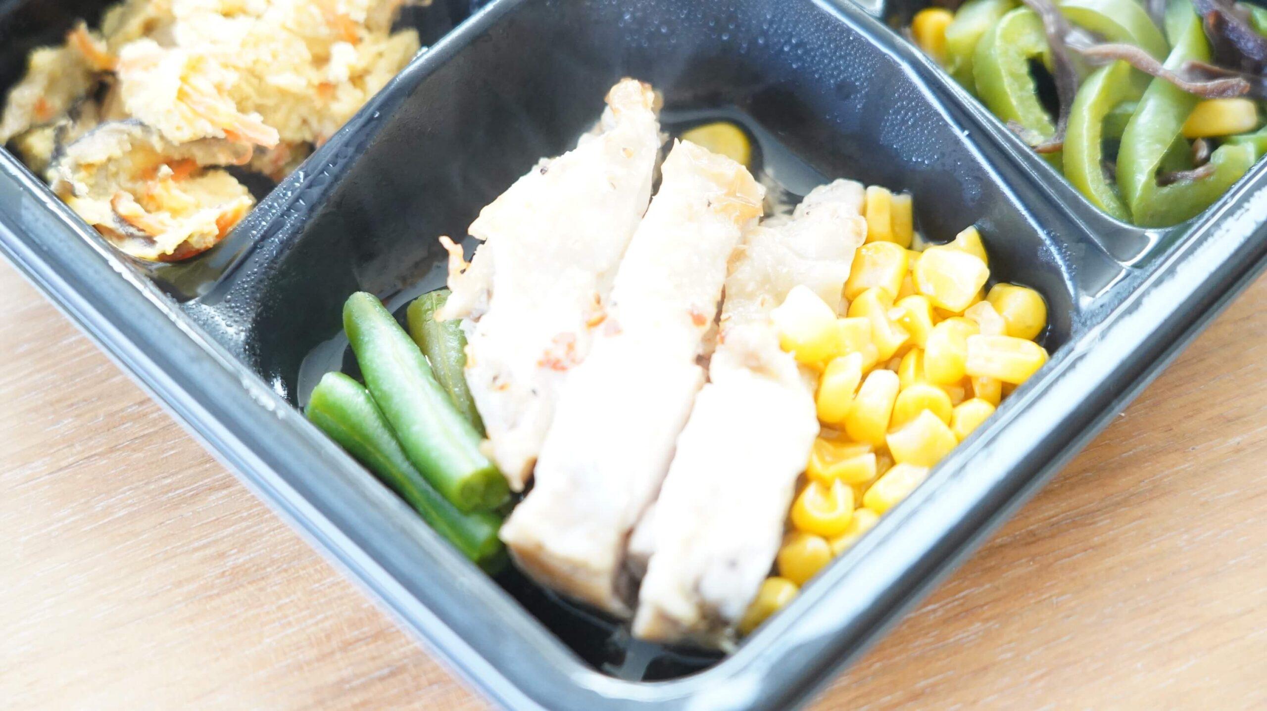 ライザップのサポートミール「鶏肉のエスニック焼き」の「鶏肉のエスニック焼き」の拡大写真