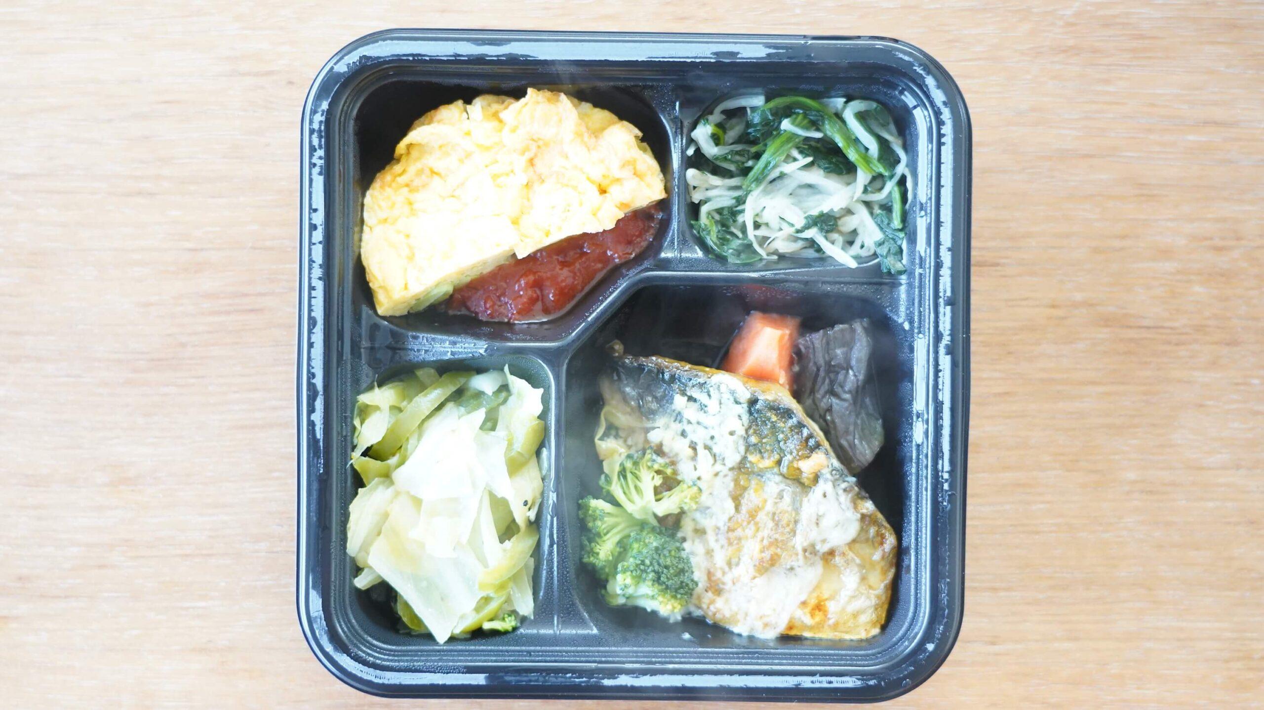 ライザップ(RIZAP)で食事制限してダイエットする際に使う宅食用ボディメイク冷凍弁当「サポートミール」(健康食品)の「サバのカレームニエル」の写真