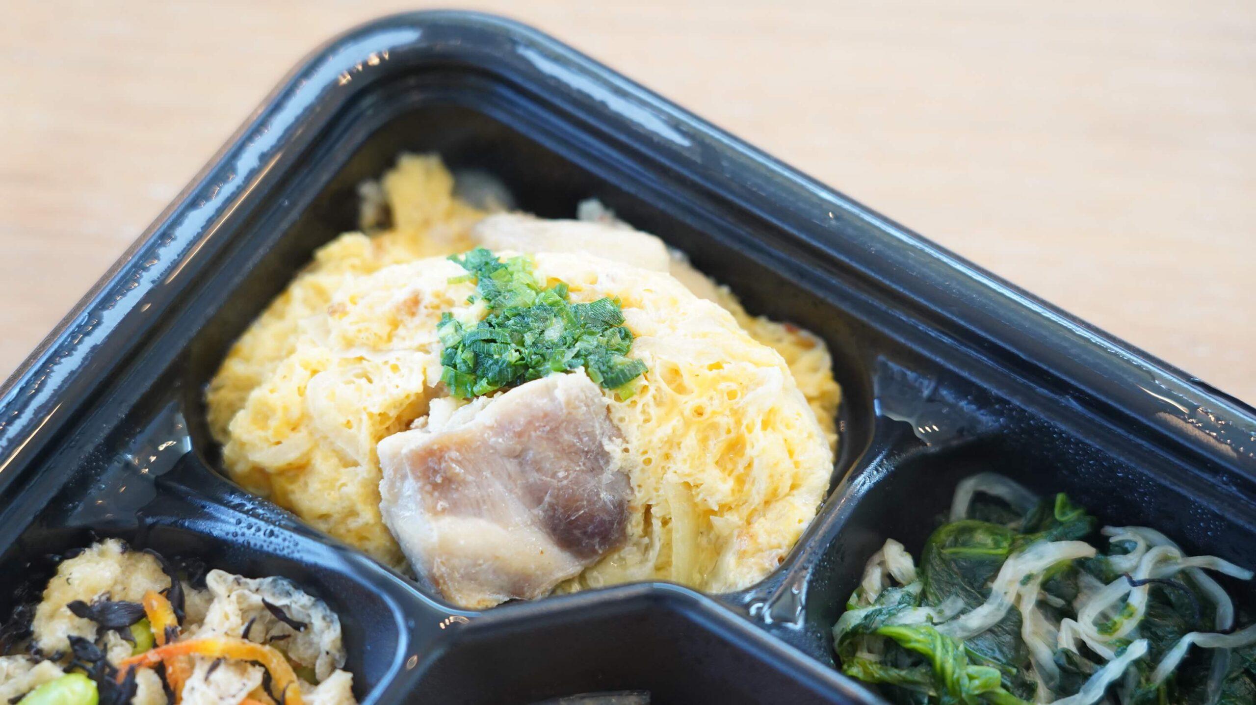 ライザップのサポートミール「豚の生姜焼き」の「鶏肉入り卵焼き」の写真
