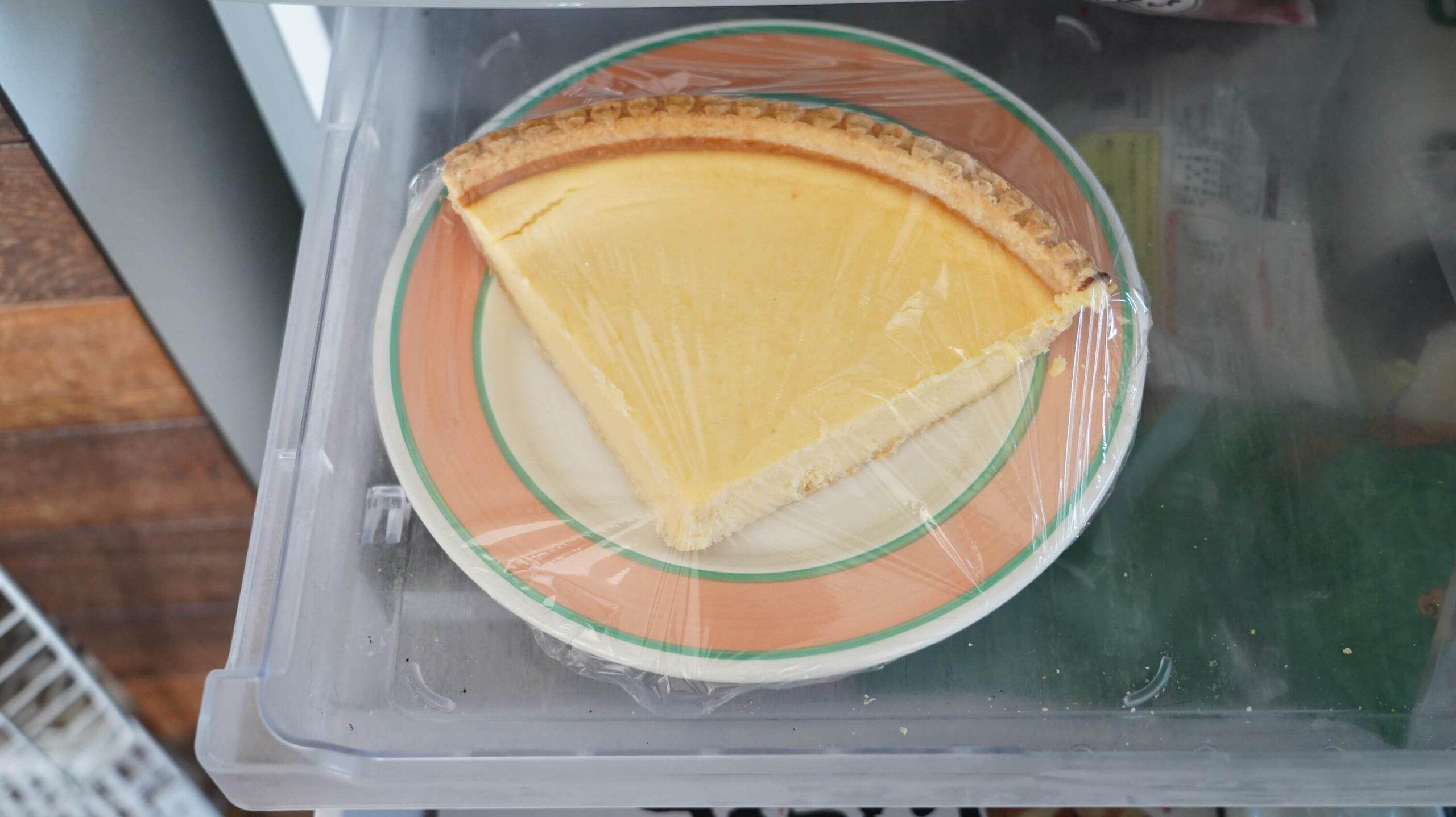 コストコのチーズケーキ「トリプルチーズタルト」を冷凍保存している写真