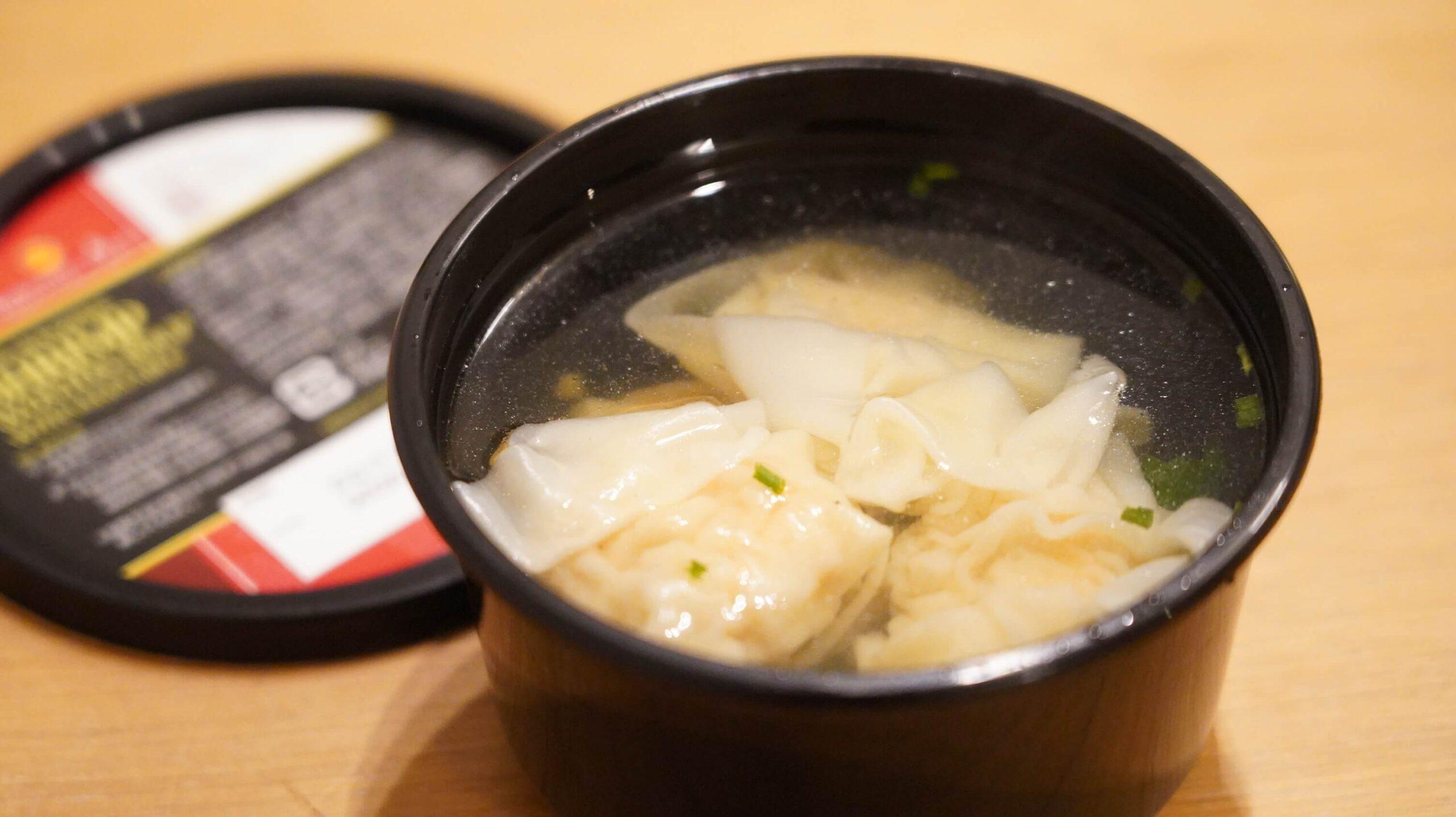 コストコの冷凍食品「海老ワンタンスープ」の調理後の写真