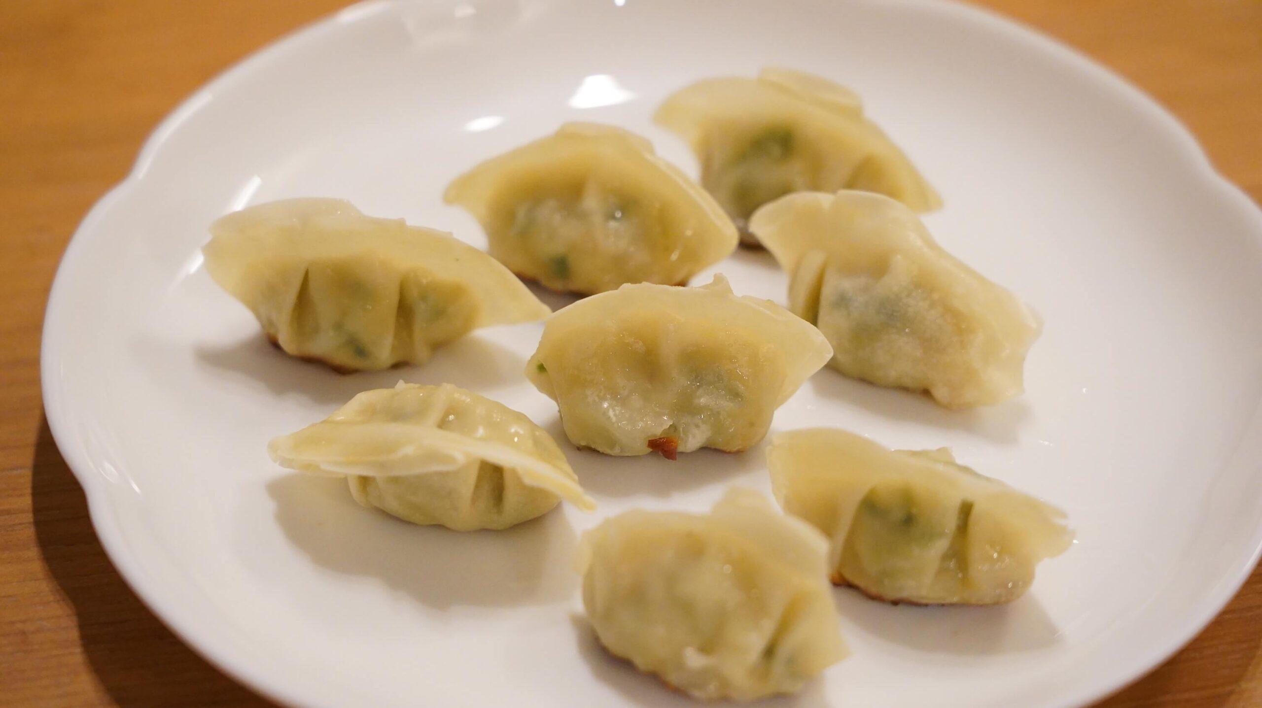コストコの冷凍食品「ビビゴ 水餃子」を皿に盛り付けた写真