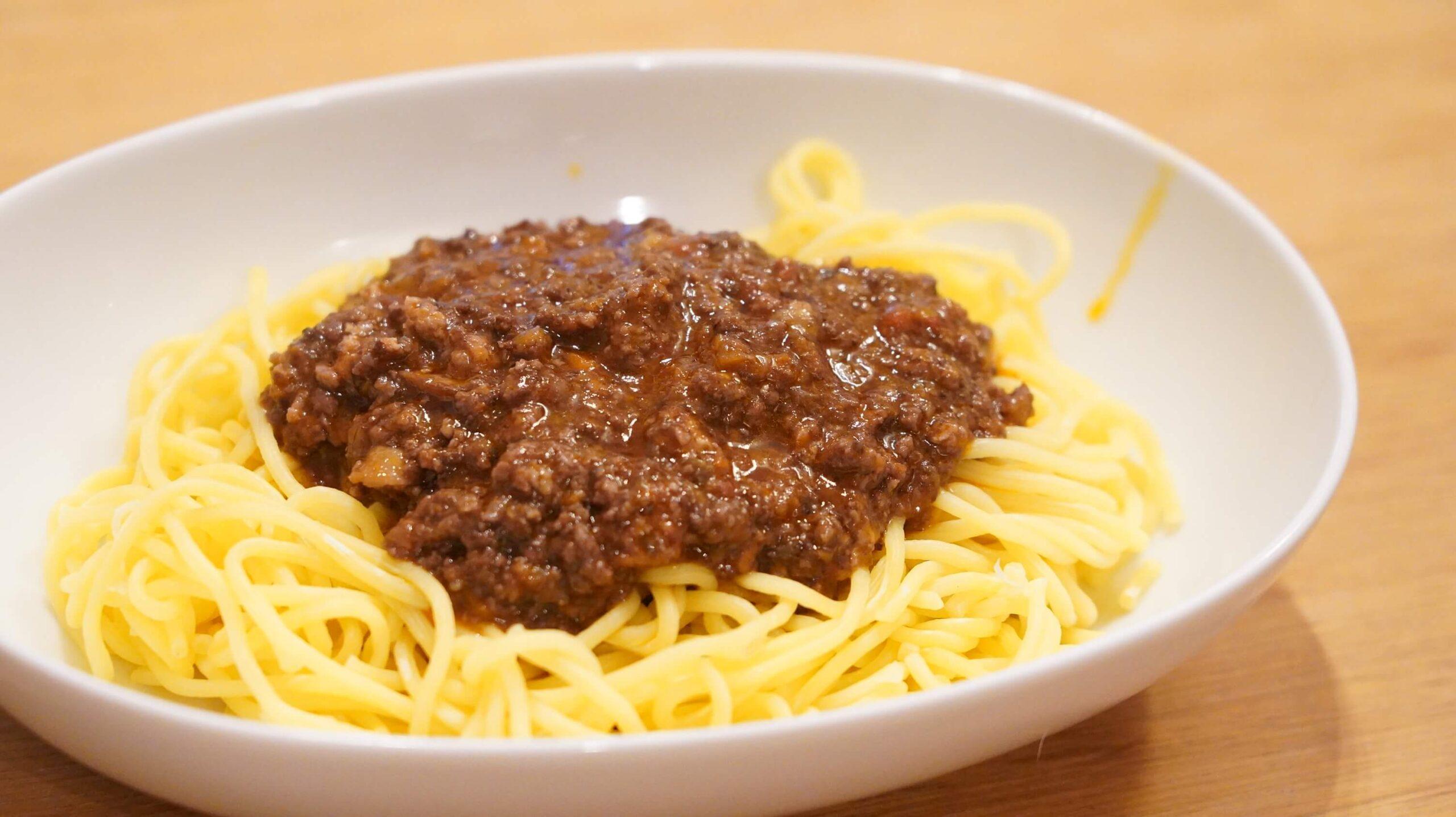 俺のイタリアンの冷凍食品「トリュフ薫るボロネーゼ」のソースの拡大写真