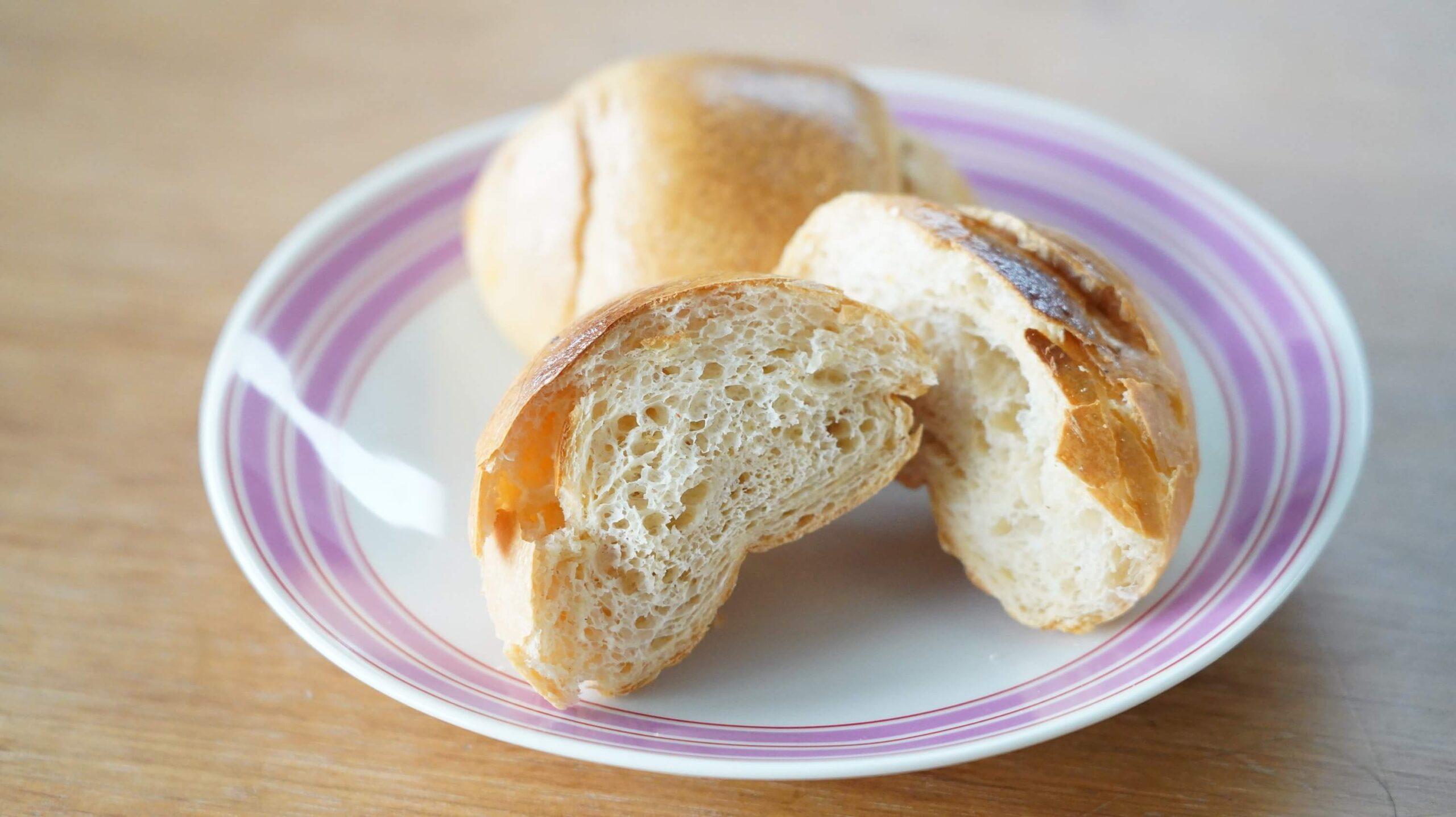 nosh(ナッシュ)の冷凍食品「バターロールパン」の断面の写真