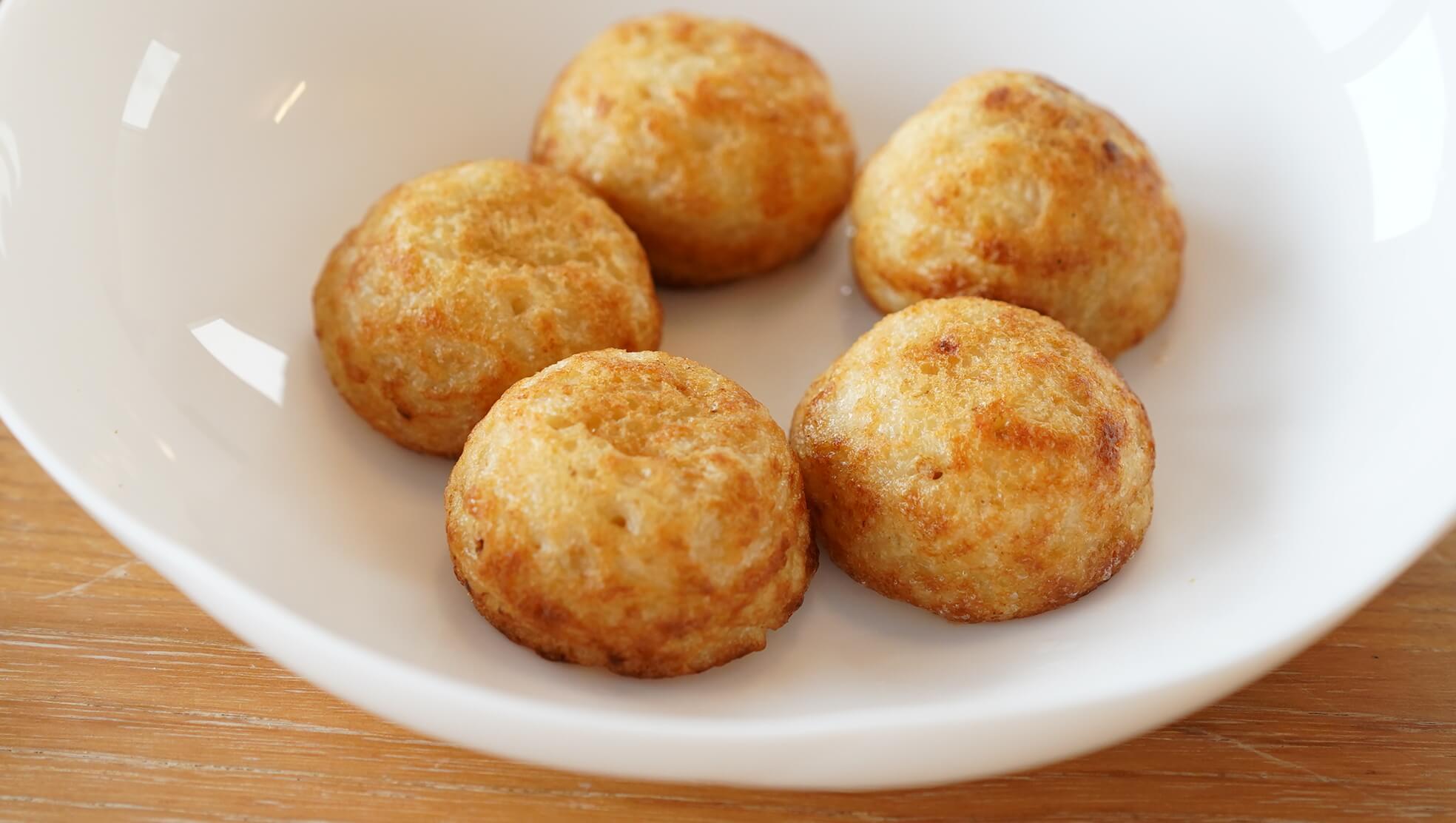 コストコの冷凍食品「たこ焼き」を皿に盛り付けた写真