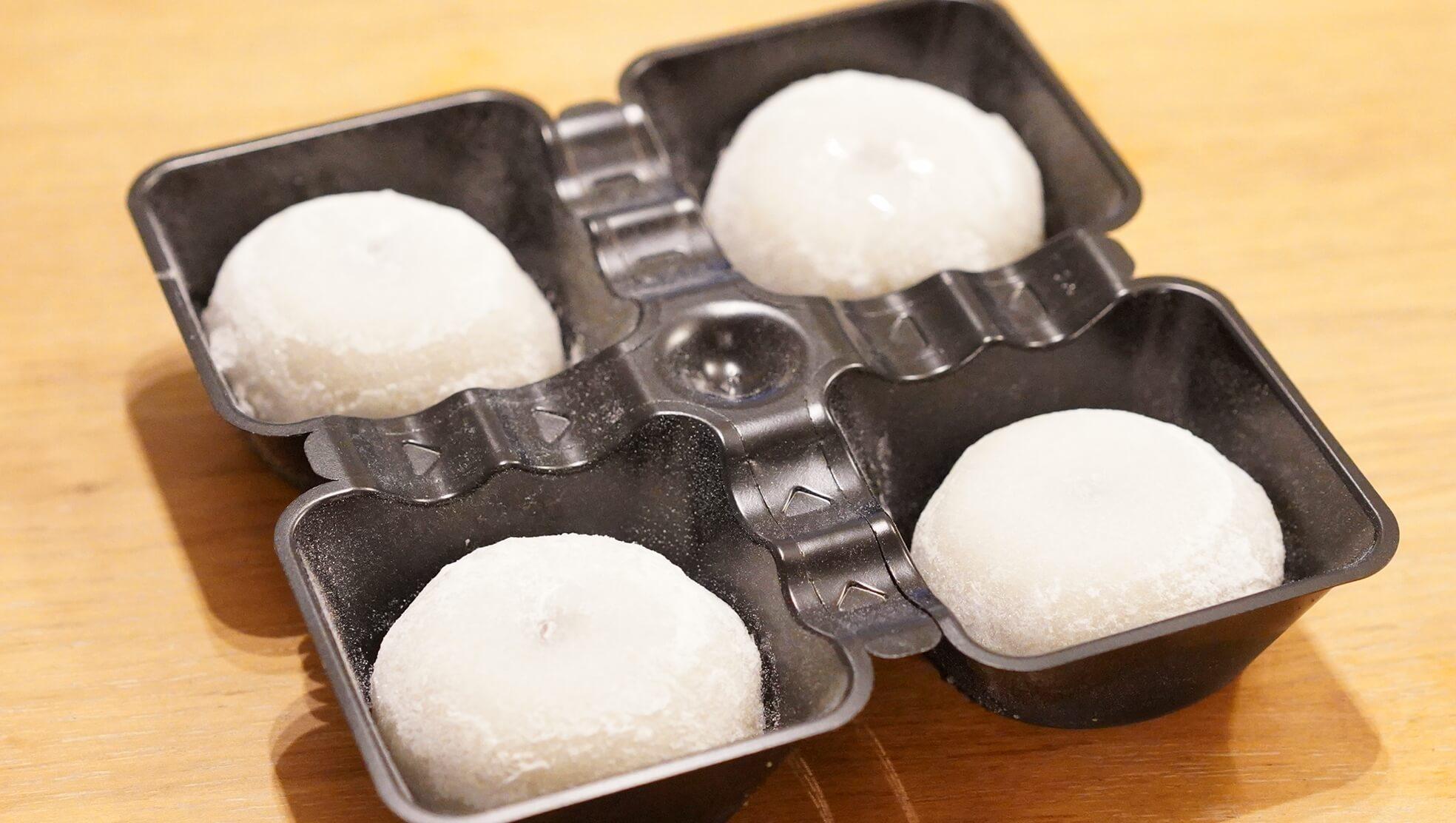 冷凍食品の和菓子スイーツ「井村屋謹製・大福」を上から撮影した写真