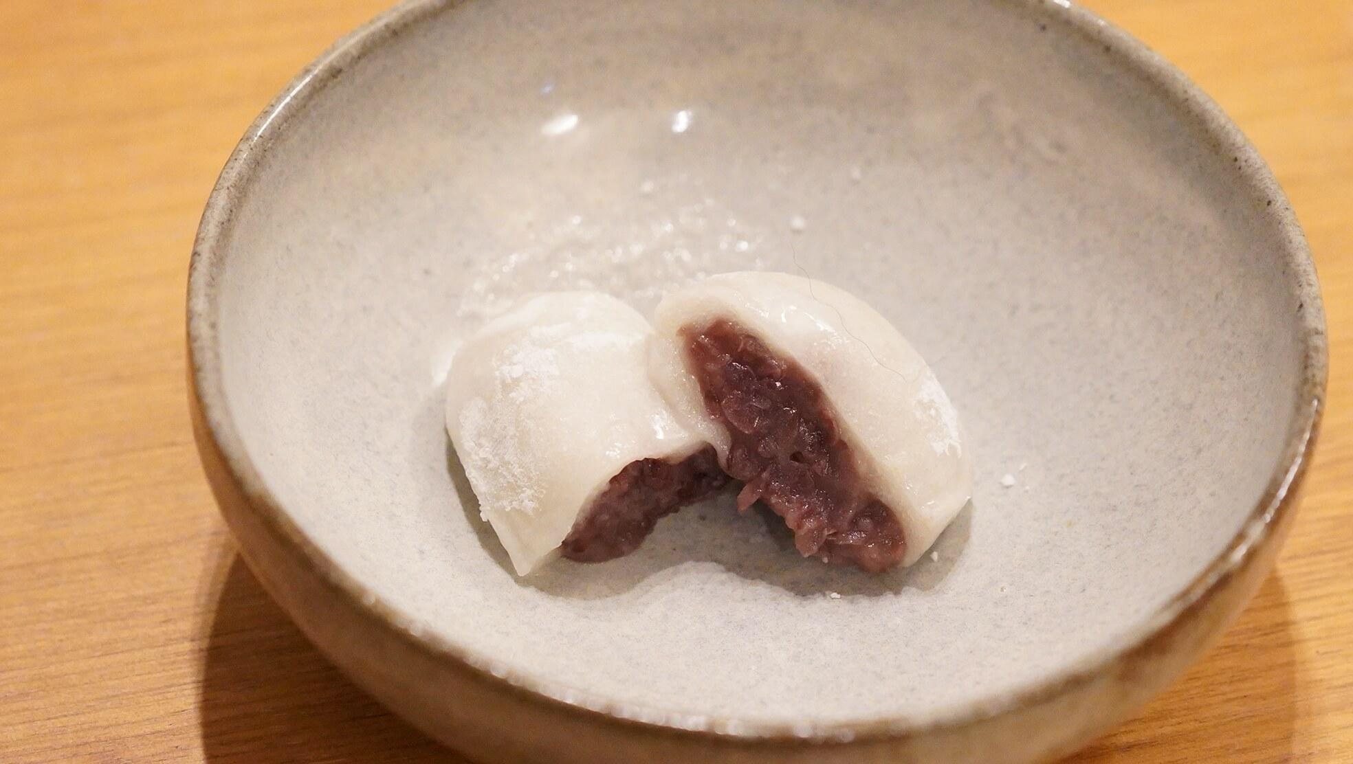 冷凍食品の和菓子スイーツ「井村屋謹製・大福」の断面の写真