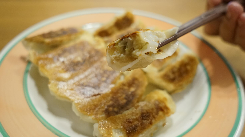 味の素の冷凍食品の餃子「米粉でつくったギョーザ」の断面の写真